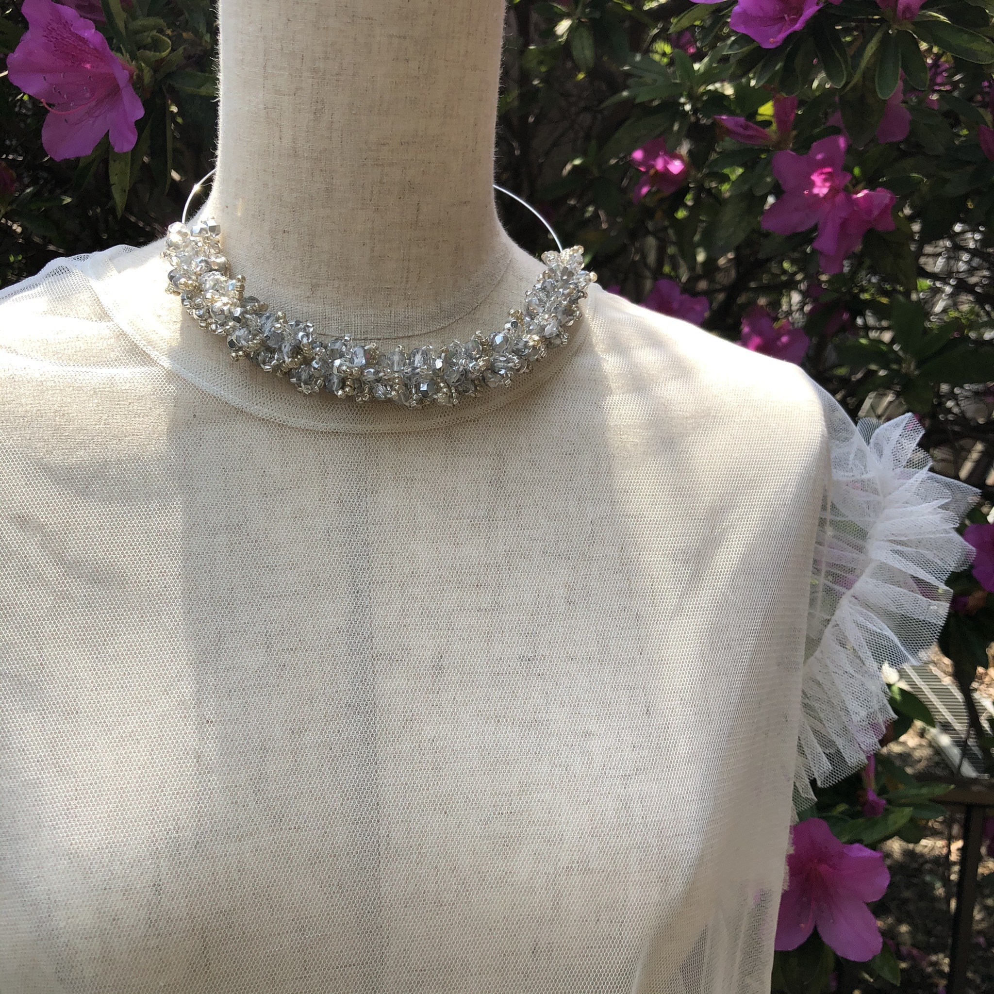 aK beads wire neckless 8 silver