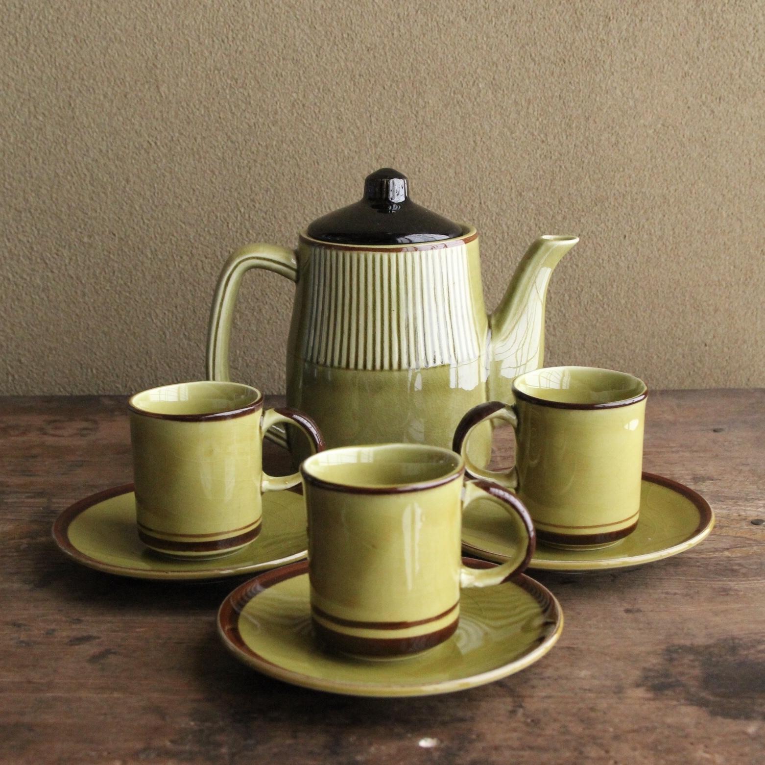 鶯色のコーヒーカップとポットのセット