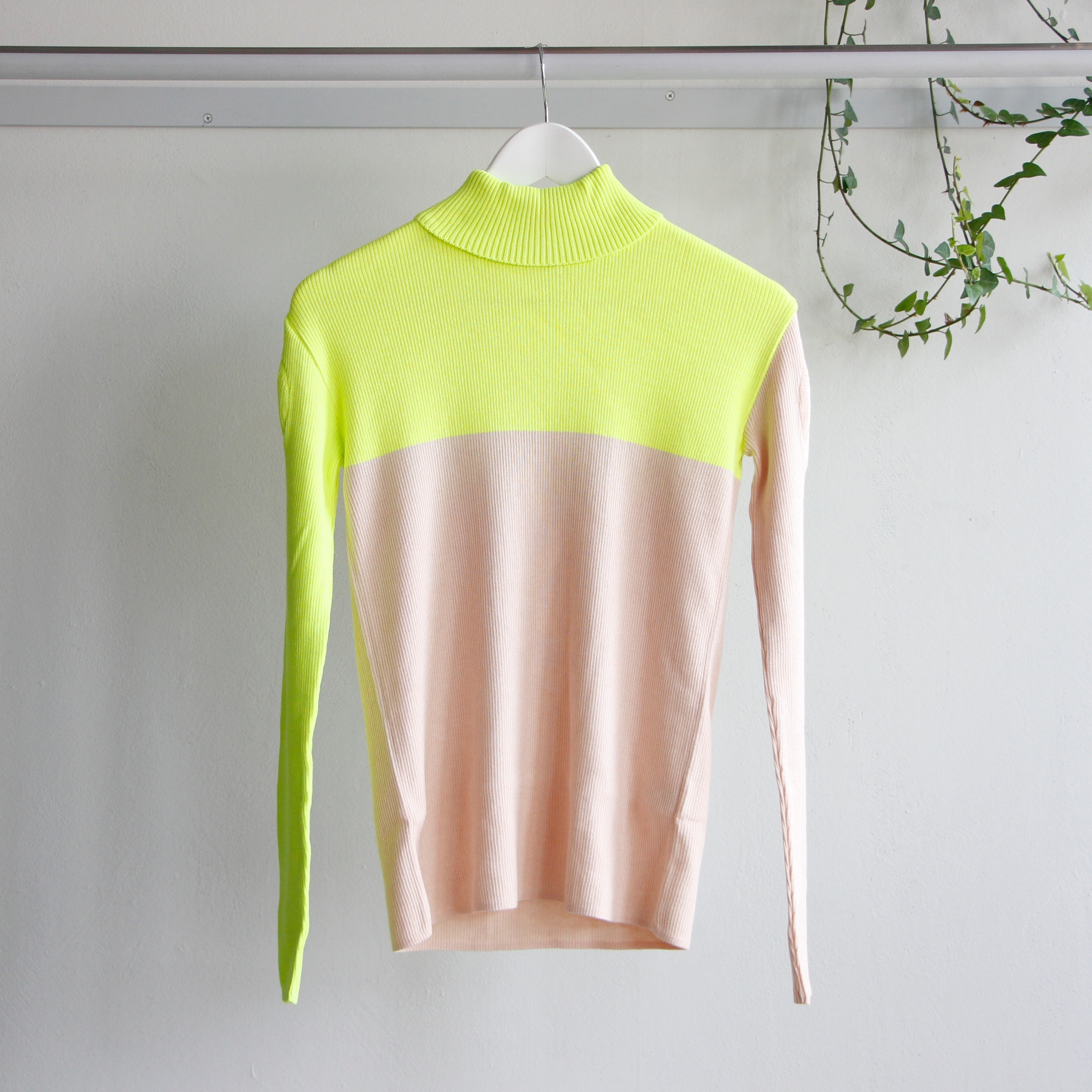 《frankygrow 2019AW》SWELL SHOULDER HIGH-NECKED KNIT / yellow × pink / F(大人)