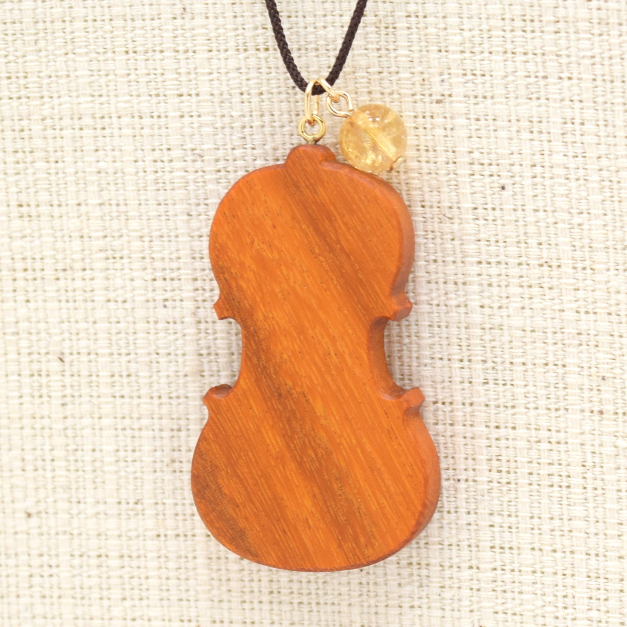『ヴァイオリン/フェルナンブーコ/シトリン』木の宝石ペンダント【ゴールドフィルド】