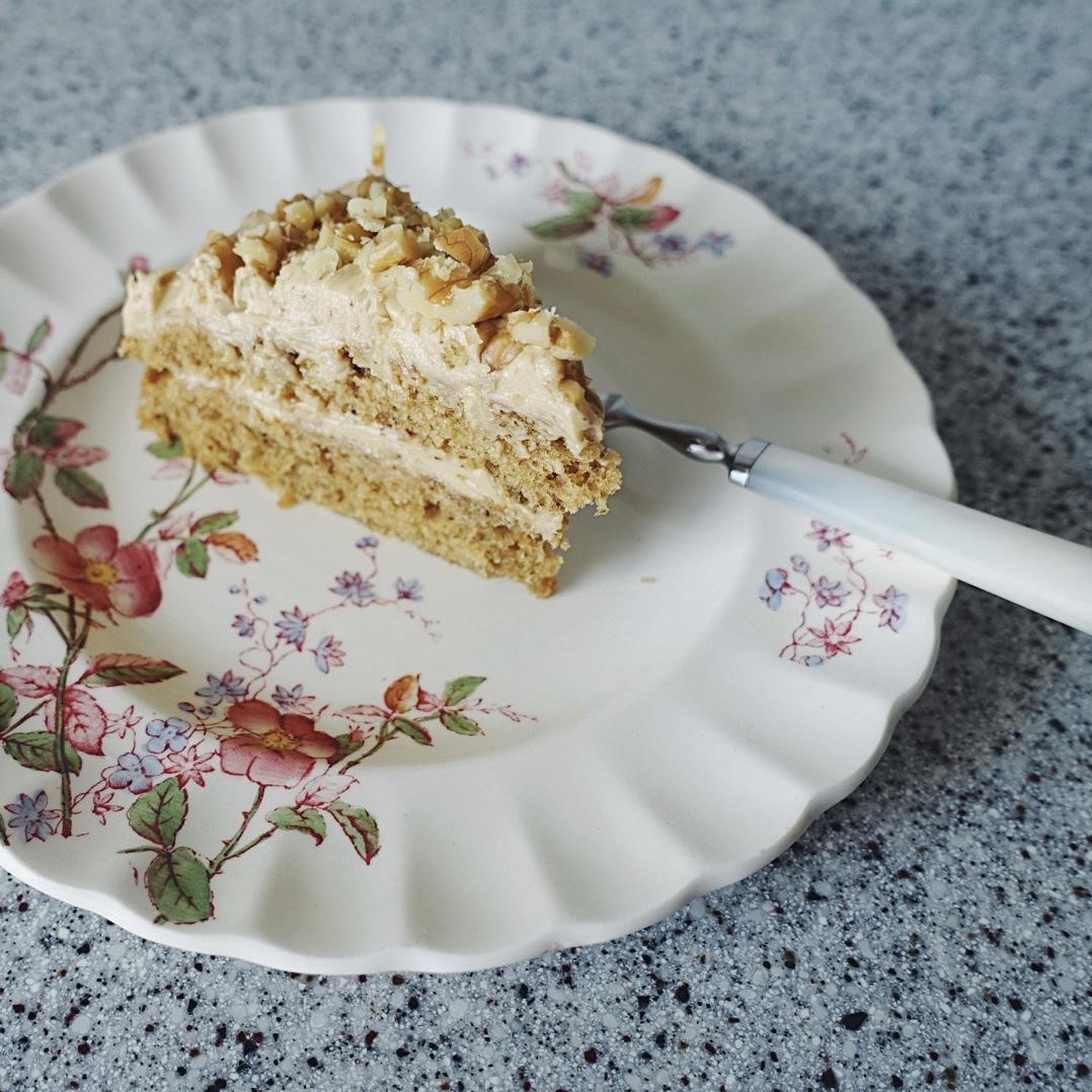 落ち着いたバラのケーキ皿