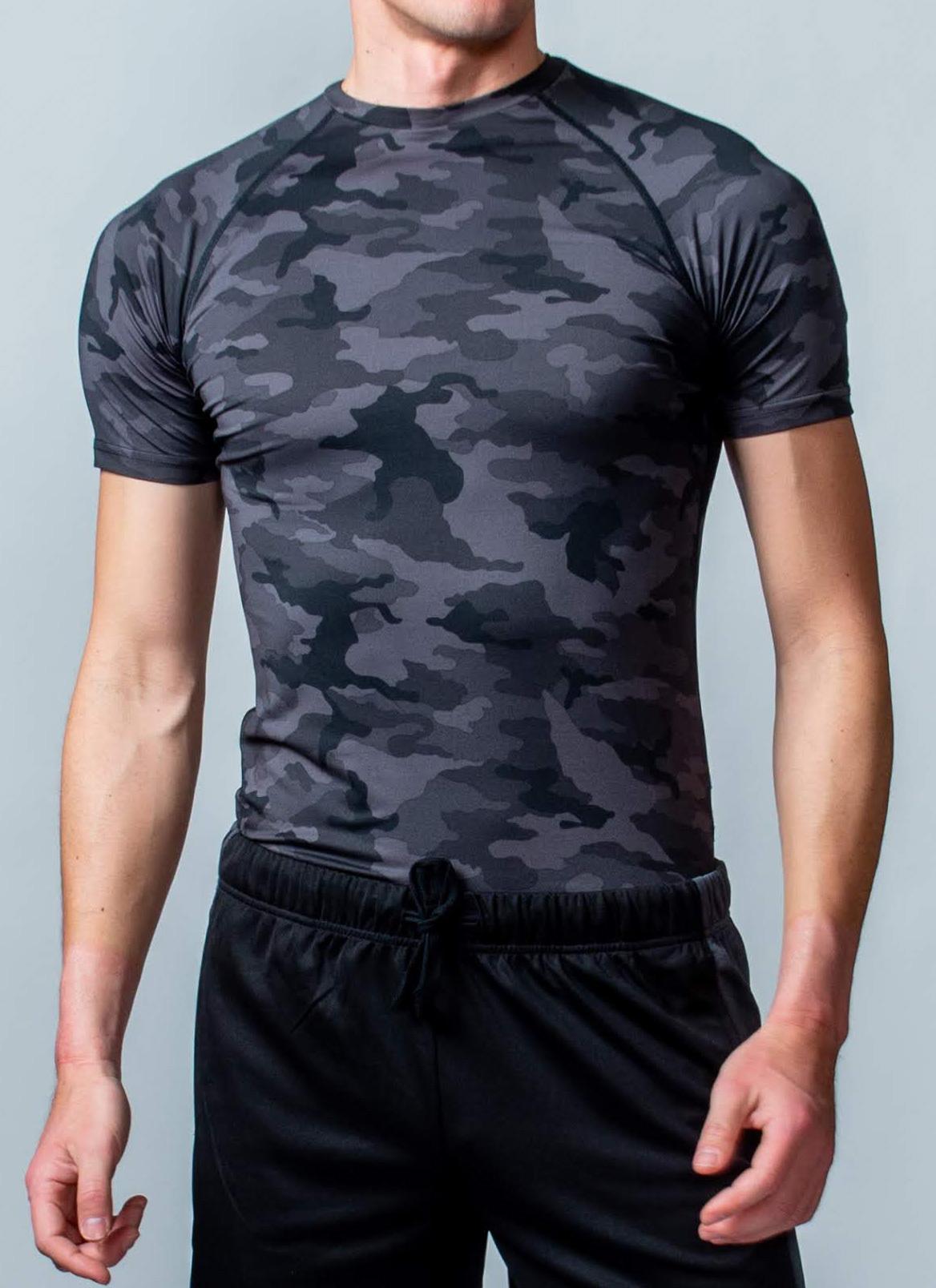 トレーニング時の動きをサポート「コンプレッションウェア(半袖)」 (ブラック迷彩)
