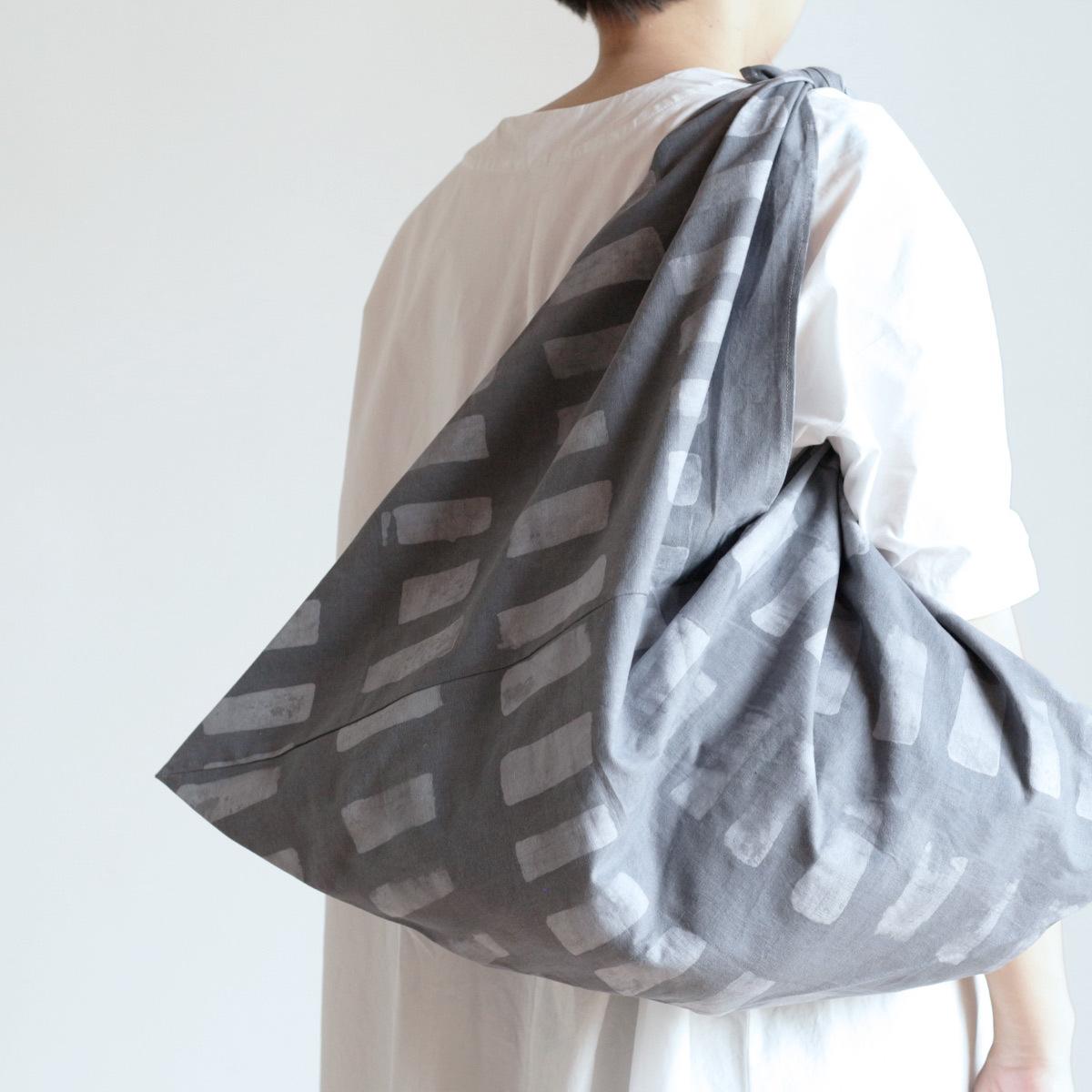 手染めのムラを愉しむバティック  あずま袋 L  /  LightGrey × Grey