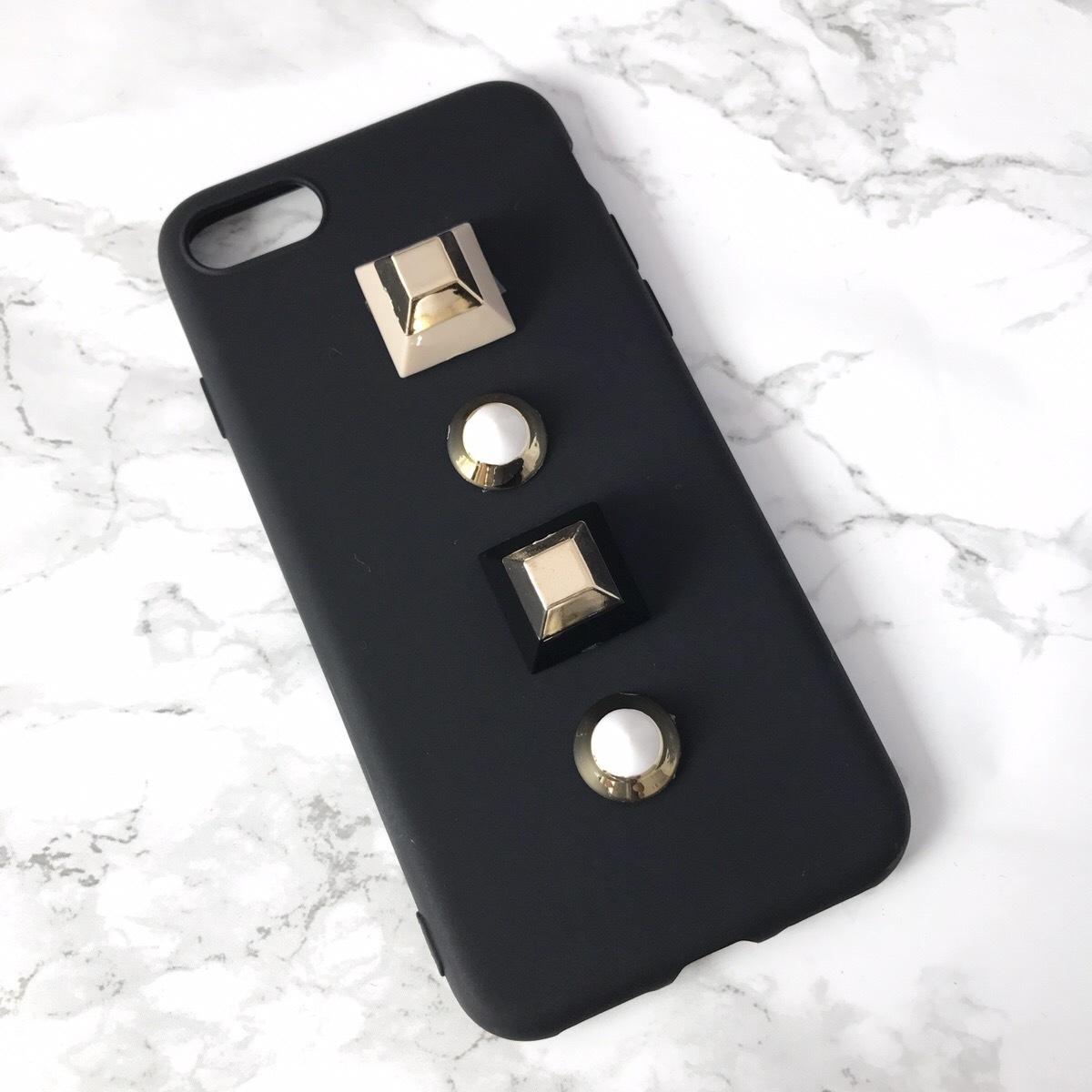【即納★送料無料】ブラックのソフトケースに大人気のキュービックスタッズ付 iPhoneケース