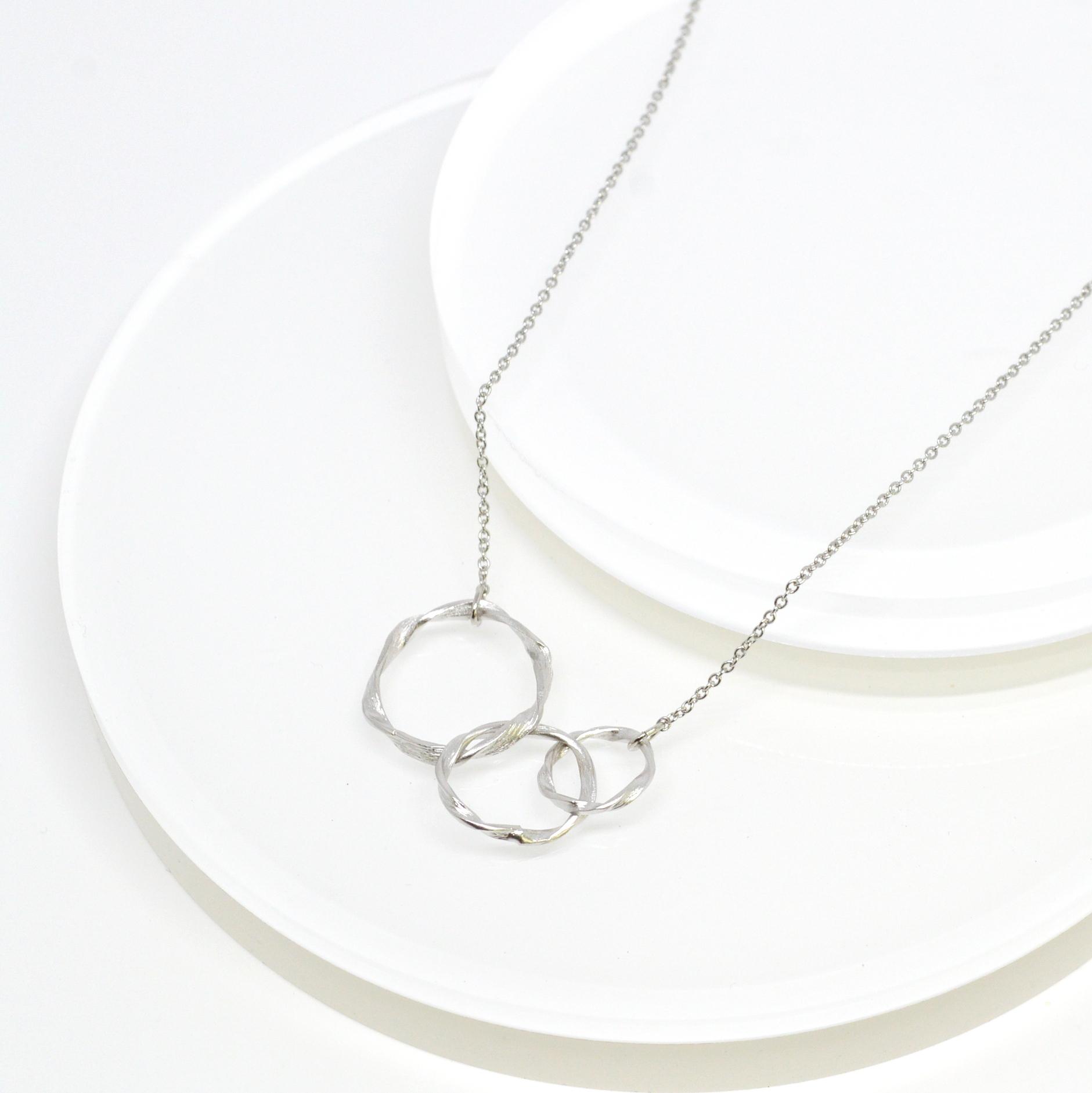 Twist Circle Necklace