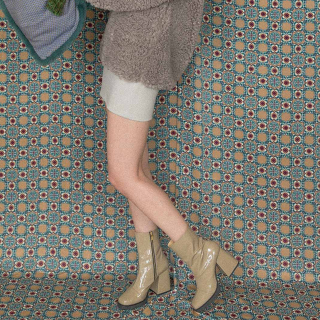 hs18AW-IRS01 ENAMEL SHORT BOOTS (beige)