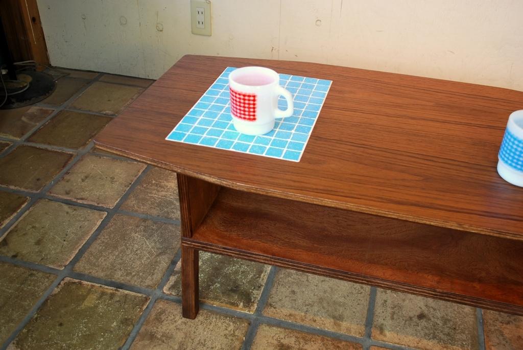 チークカフェテーブルタイル入り