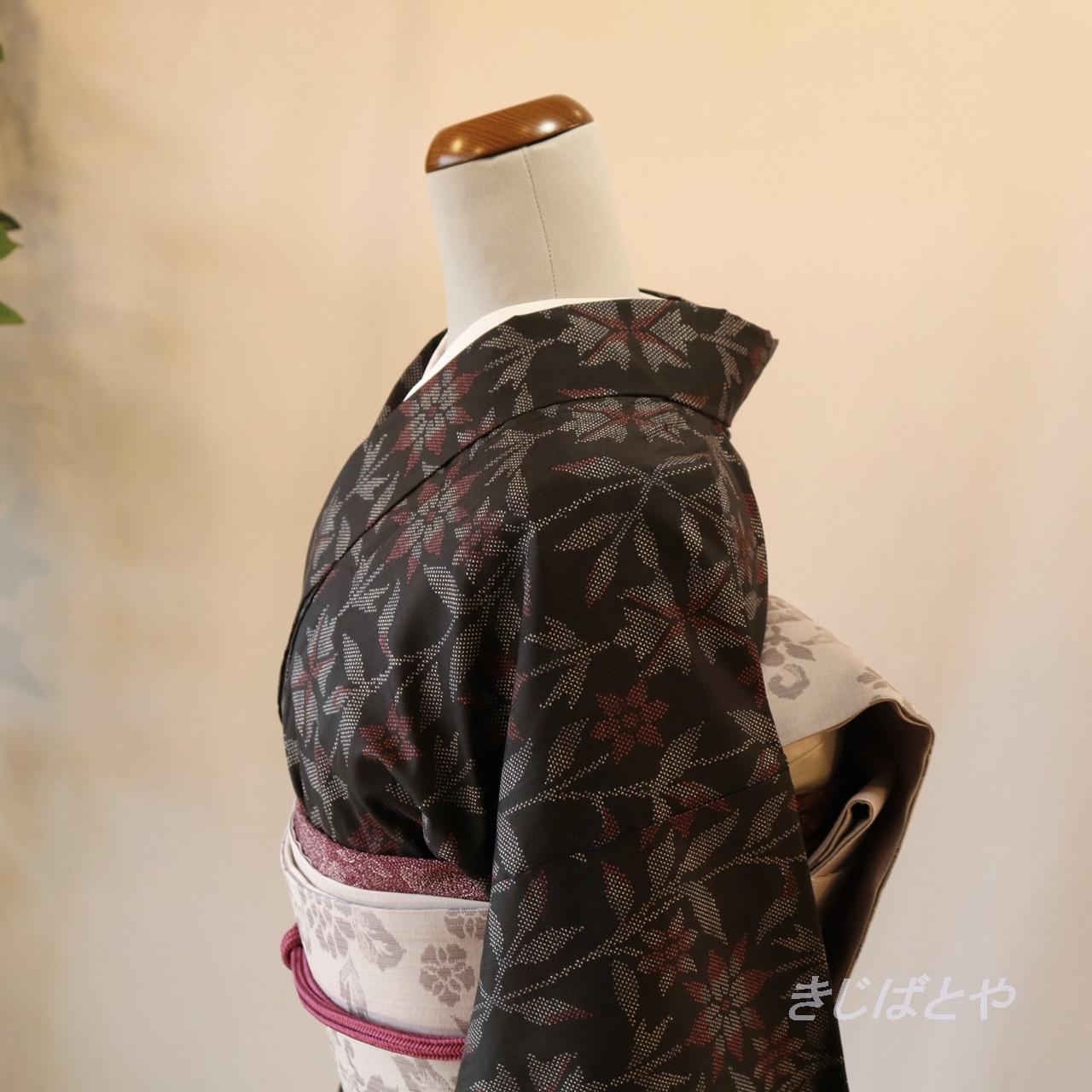 大島紬 黒地にグレーの花の小紋 袷