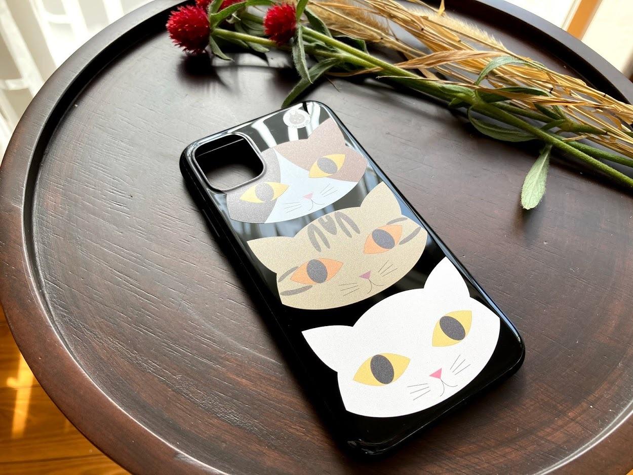 三匹の猫(三毛茶トラ白) iPhone11用ソフトケース・ブラック