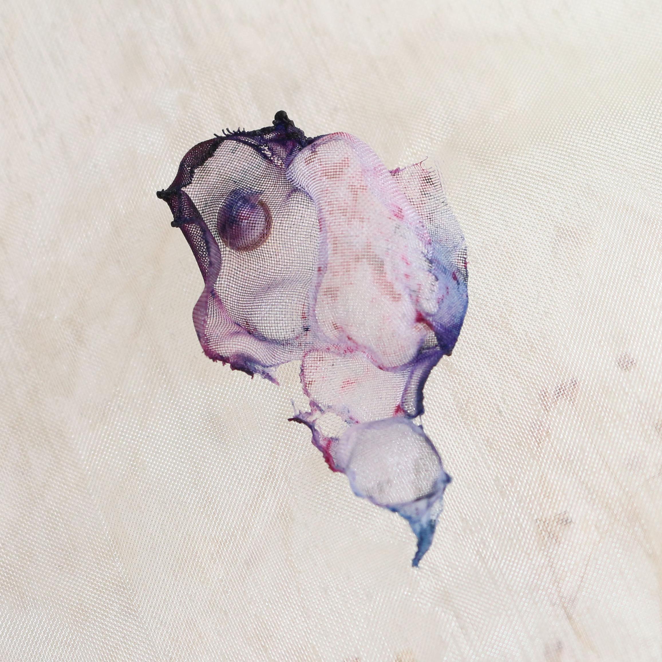 染めオーガンジーのアートピアス|ピンクパープル