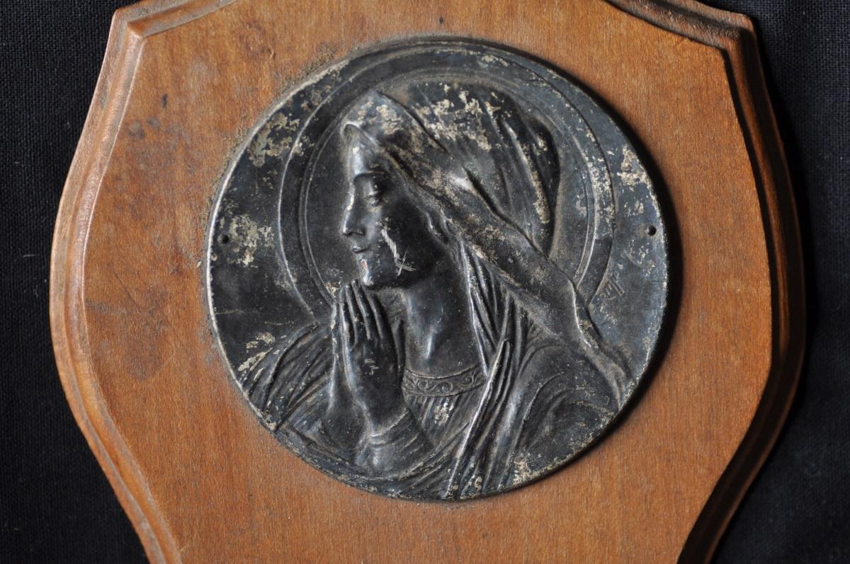 マリアレリーフの聖水盤