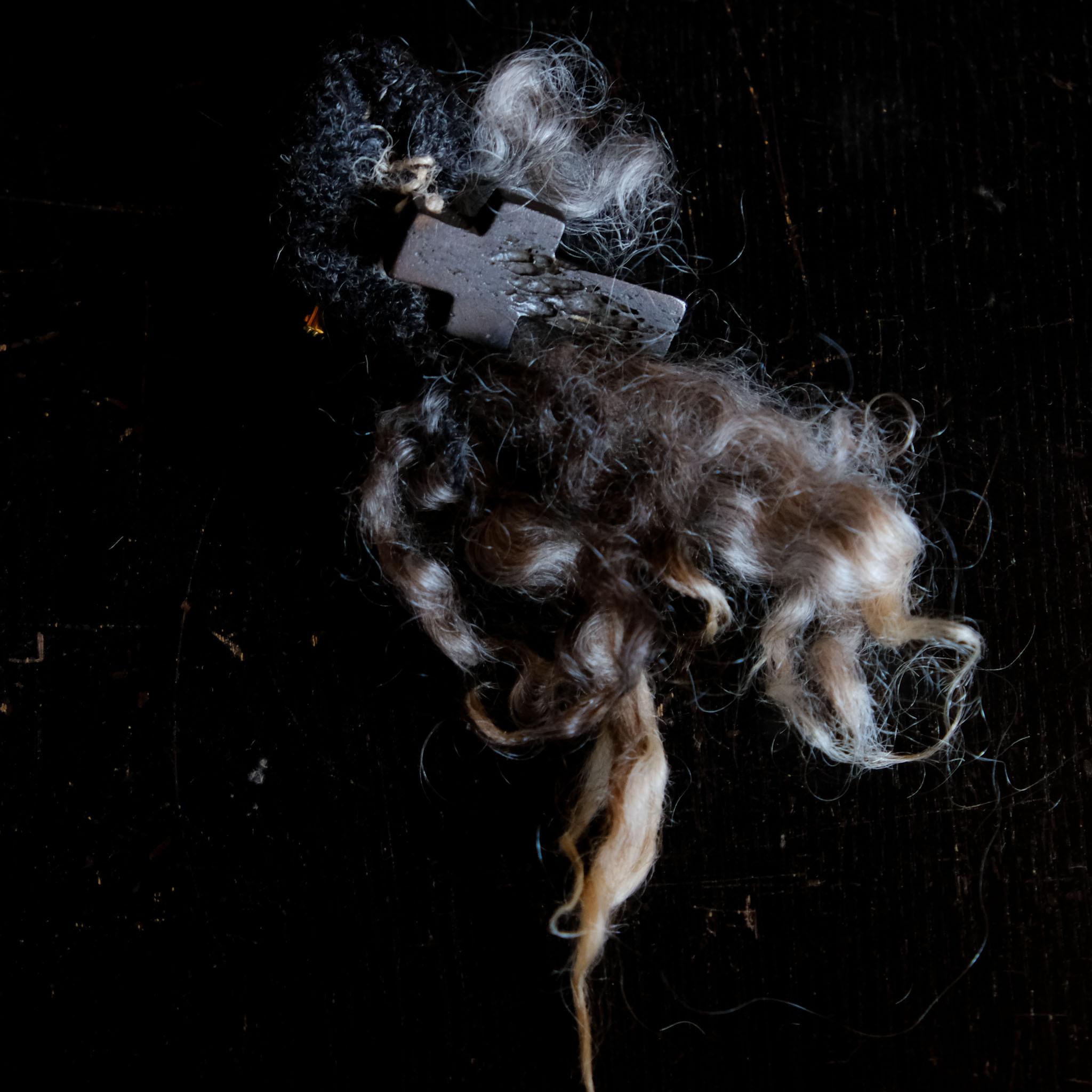 羊の毛先ブローチ 14