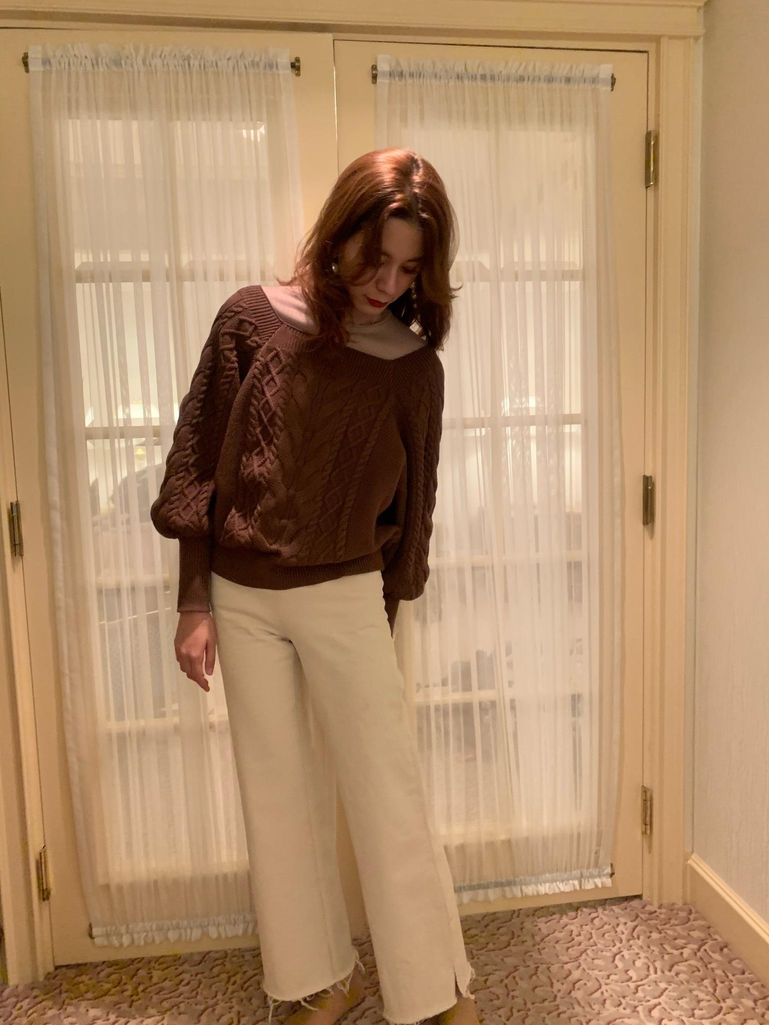 high-waist denim pants