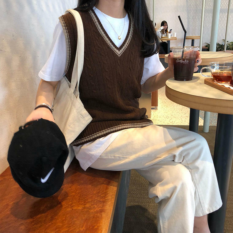 【送料無料】 秋冬コーデに♡ ライン Vネック ケーブル ニット ベスト スクールテイスト