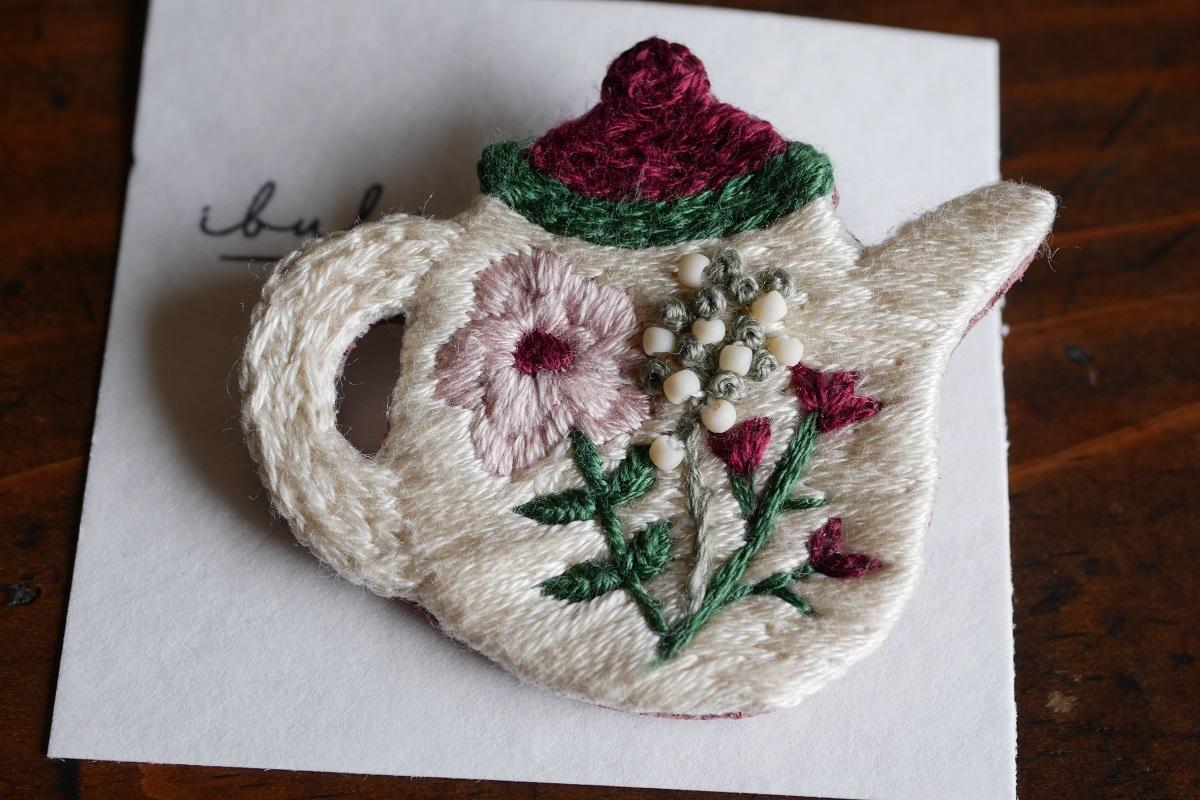 IBUKIya 刺繍ブローチ「ティーポット」ib-03