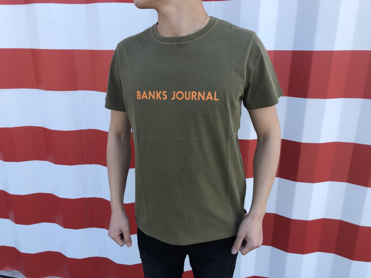 BANKS JOURNAL Tシャツ (olive green)