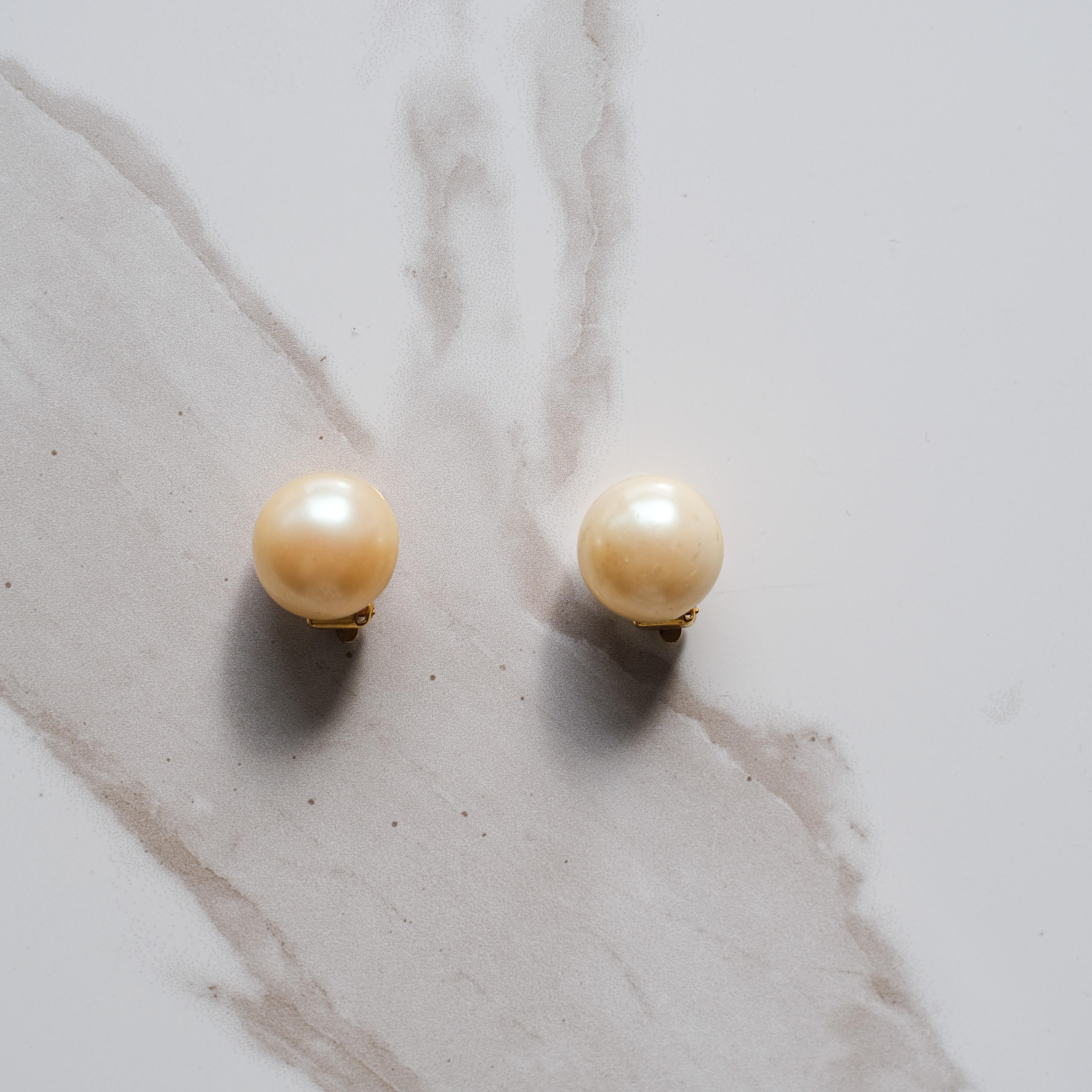 パールのシンプルな70'sイヤリング