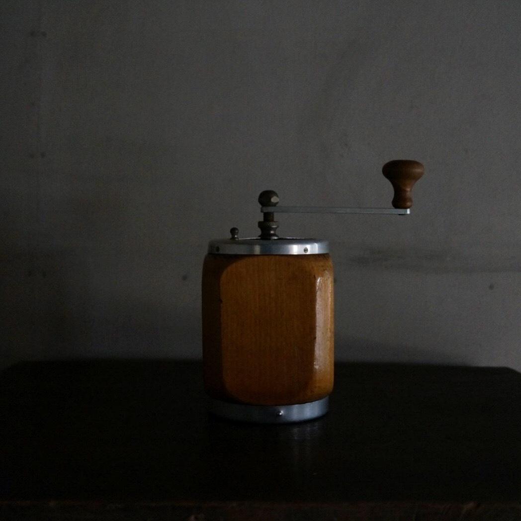 古いスイスのコーヒーミル