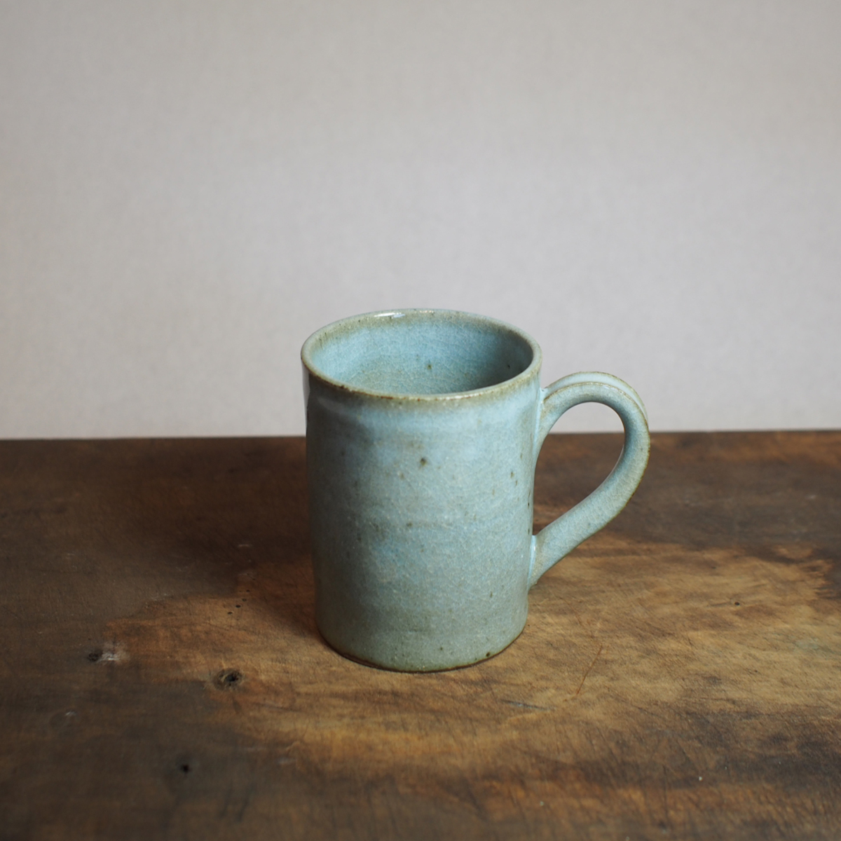 淡い水色のマグカップ。B 200ml