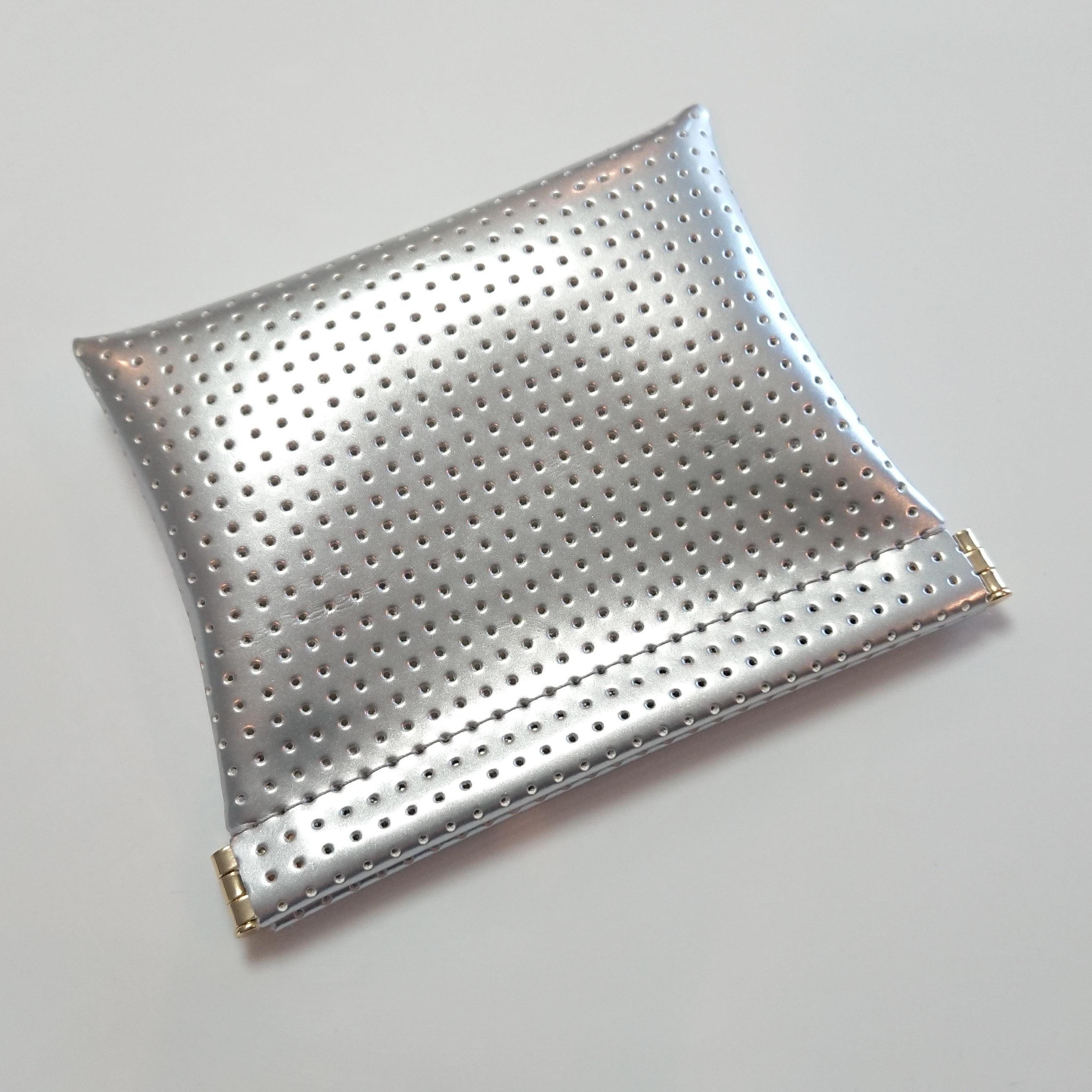 OSORO ポーチ ☆ シルバー 薄い財布 ティーケース