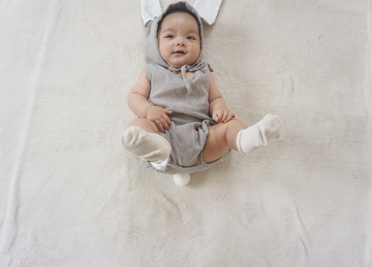〈 185 〉Rabbit rompers
