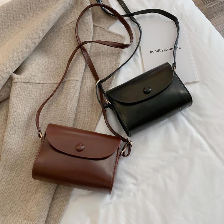 【送料無料】 コーデに合わせやすい♡ シンプル レトロ ミニサイズ ショルダーバッグ 肩掛け 鞄 PU レザー調