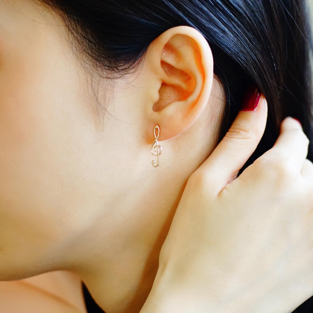 Silver / ピアス (両耳) / ト音記号スタッドピアス