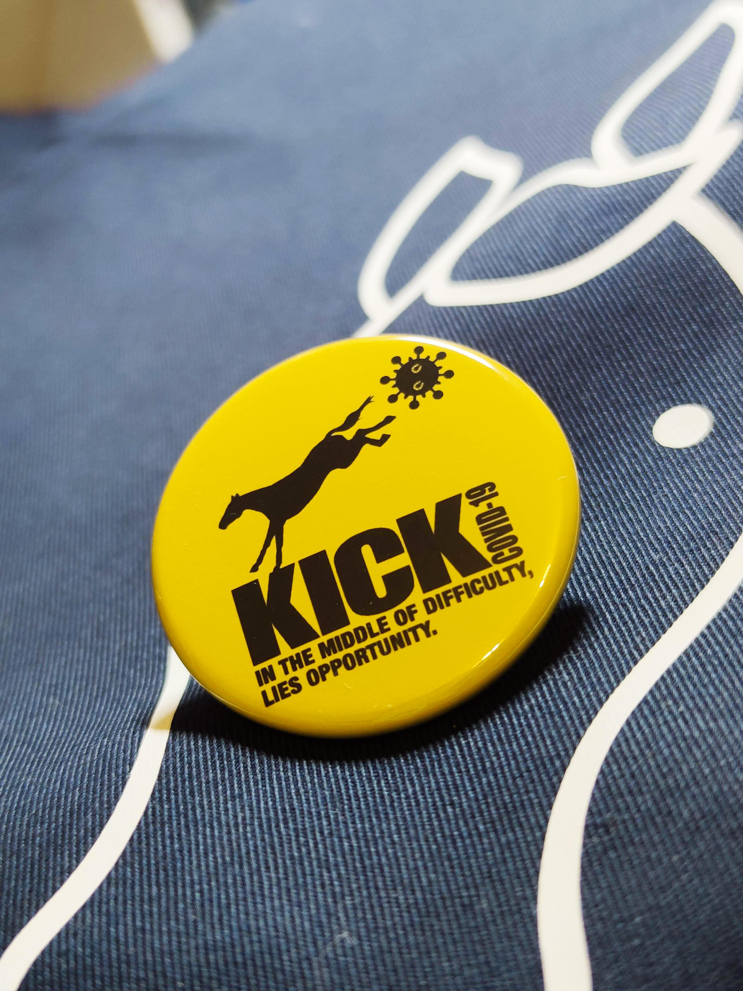 【KICK COVID-19】 クリップ付 缶バッジ