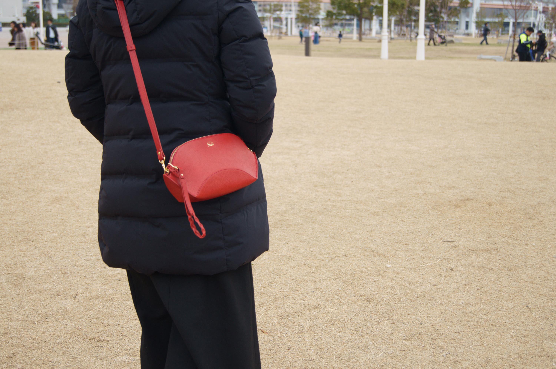 【la culla】(表:レッド/裏:グレー)クラッチ&ショルダー2Wayバッグ