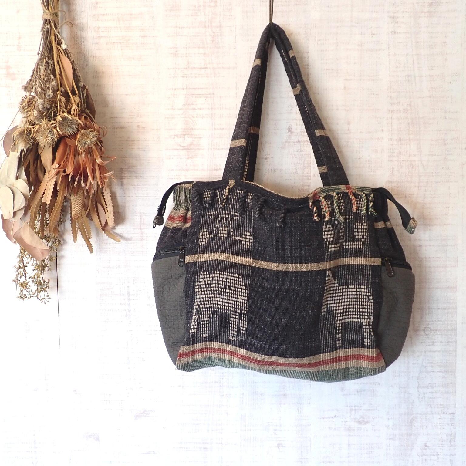 チェンマイ ナガ族刺繍のファスナーつきトートバッグ