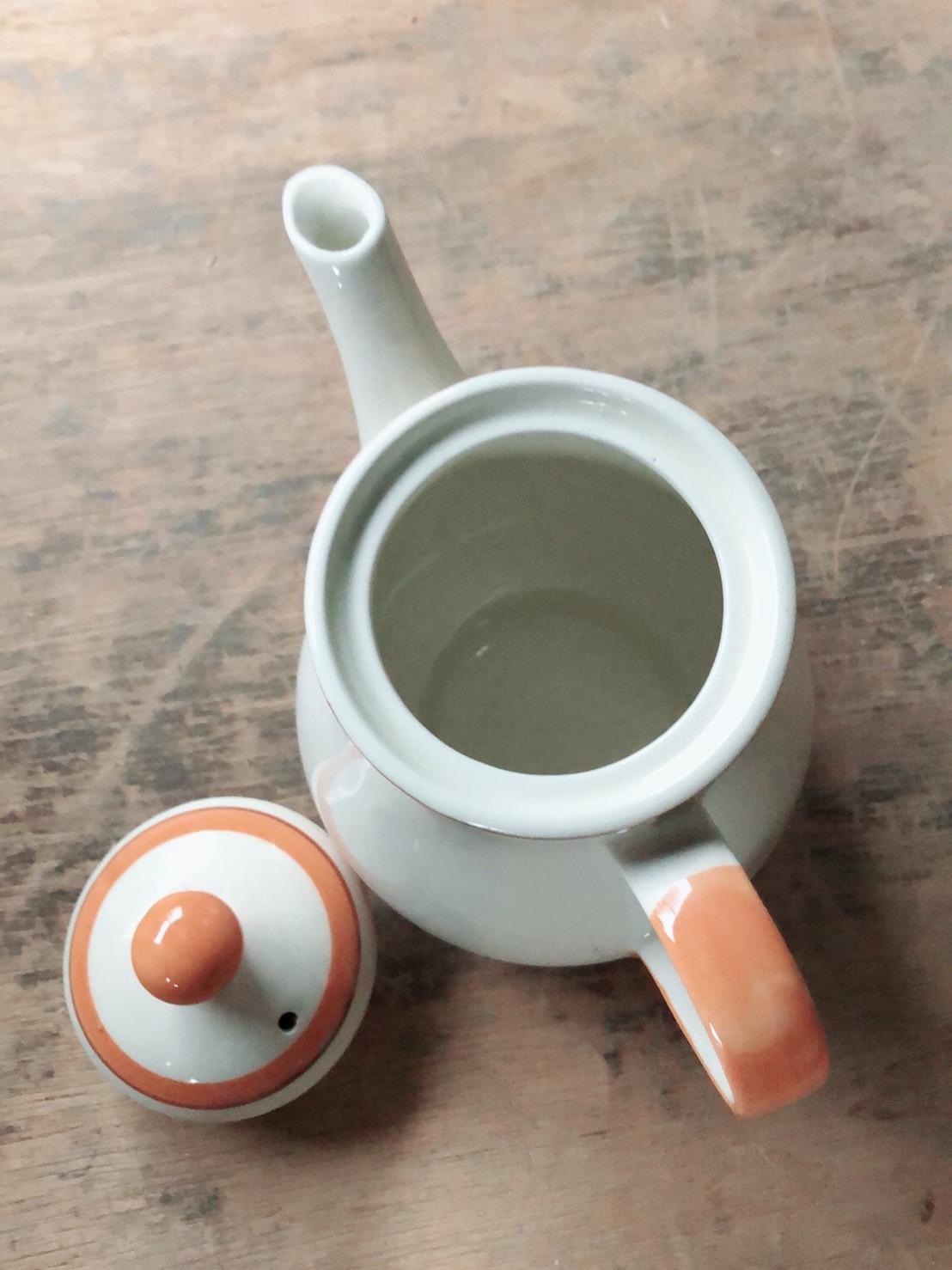 かわいい 陶器のポット