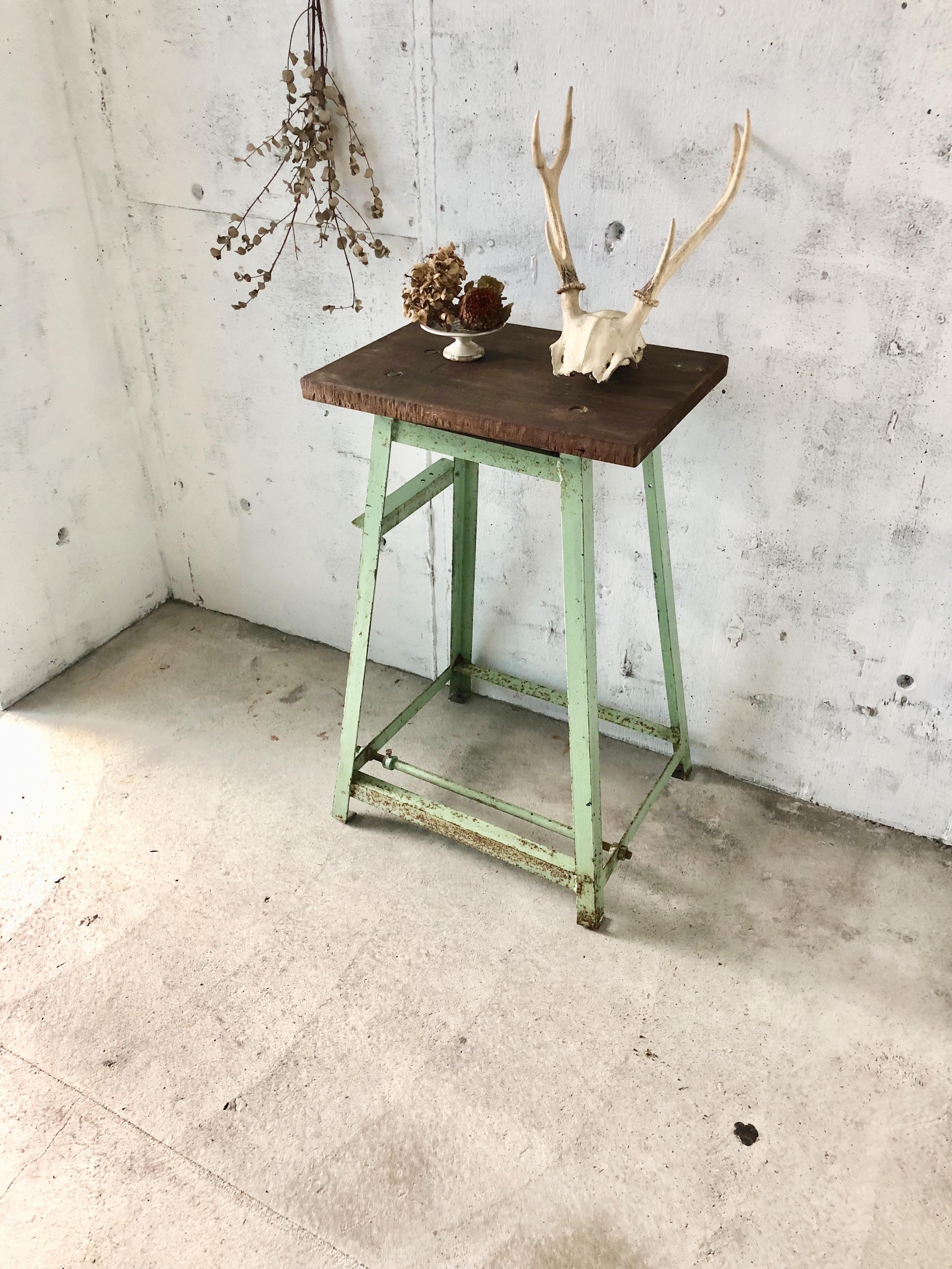 インダストリアルな飾り台[古家具]