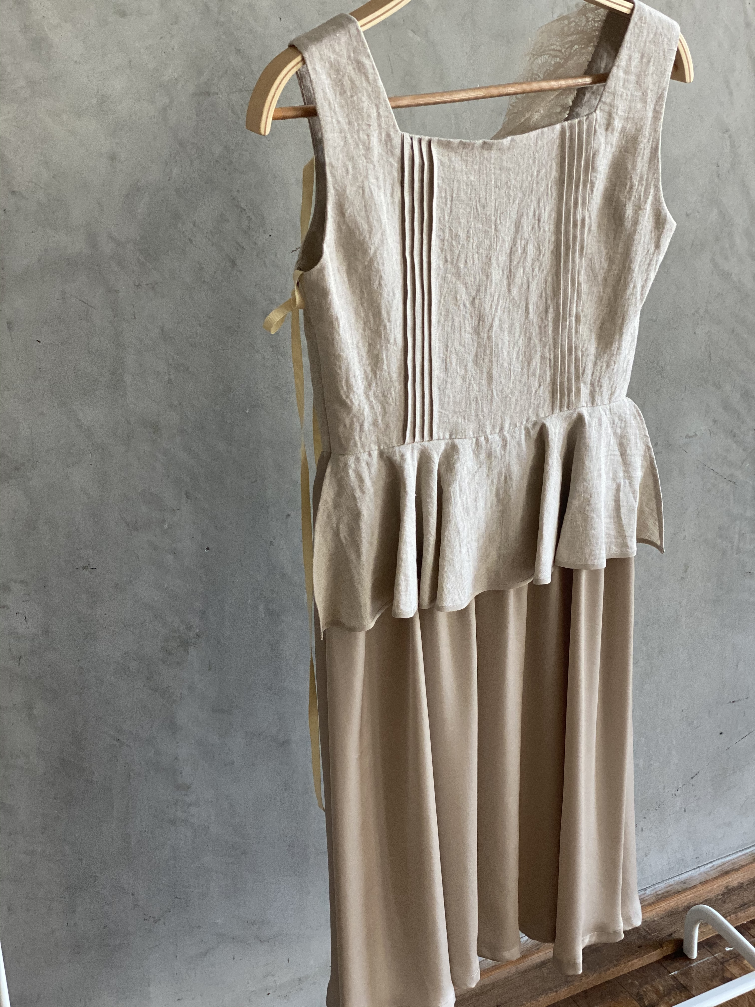 【受注生産・2月下旬〜4月頃お届け】Race soil peplum dress