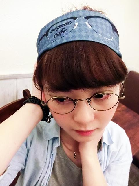 フェイク眼鏡カチューム。