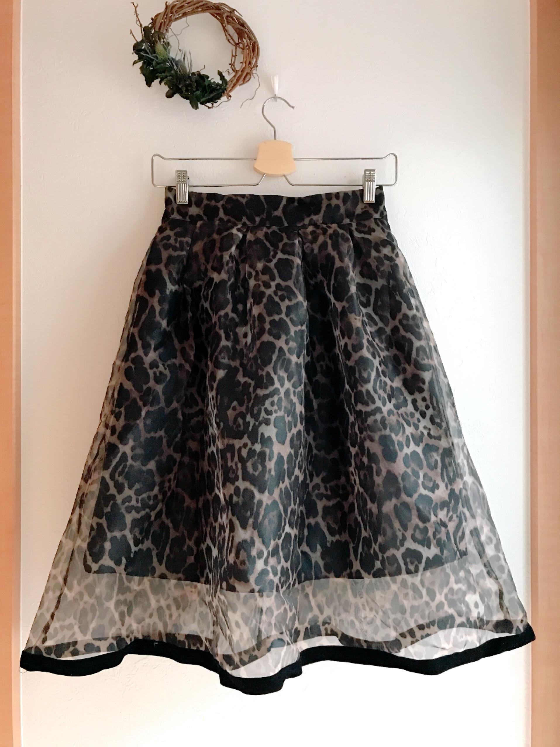 シースルーの軽やかレオパード柄スカート