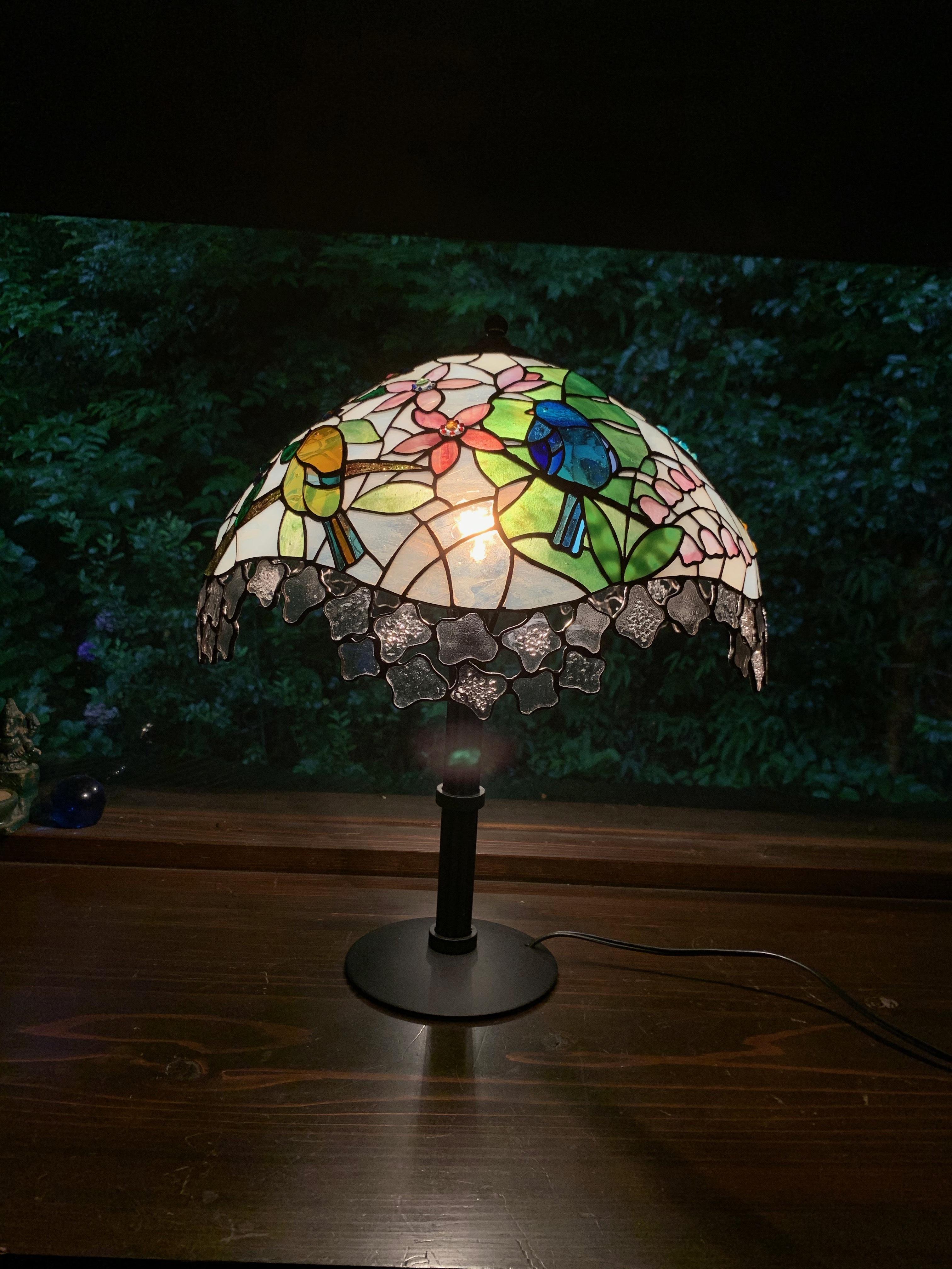 【限定作品】コトリの来る庭の風景(ステンドグラスのテーブルランプ)01020217