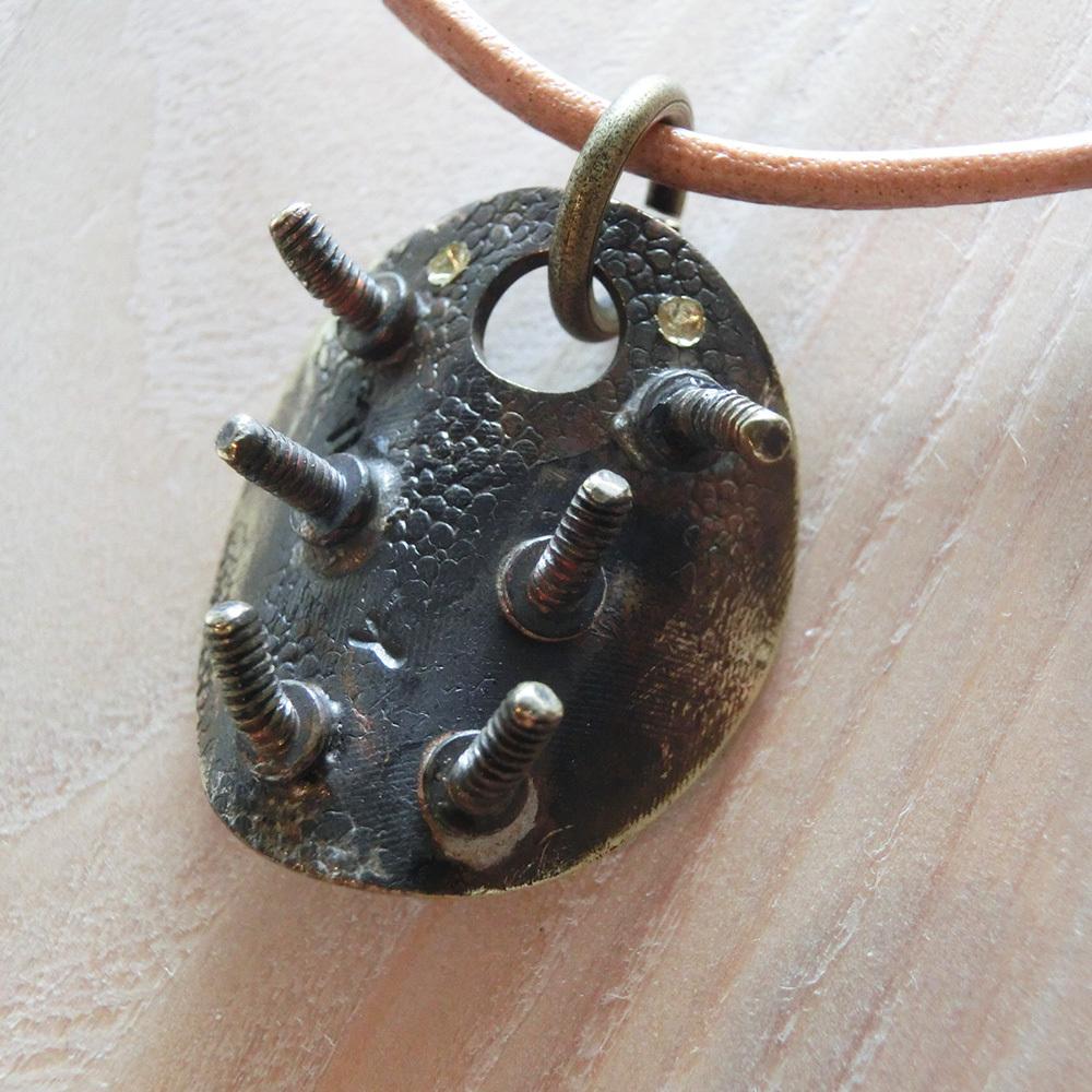 【小さな虫】e  ~  ペンダントトップ ※革紐やチェーンは付属いたしません。☆ 真鍮 #1444