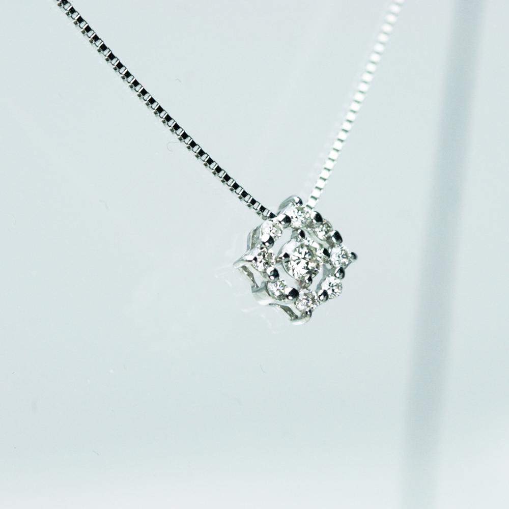プラチナ/K18 ダイヤモンドデザインペンダント