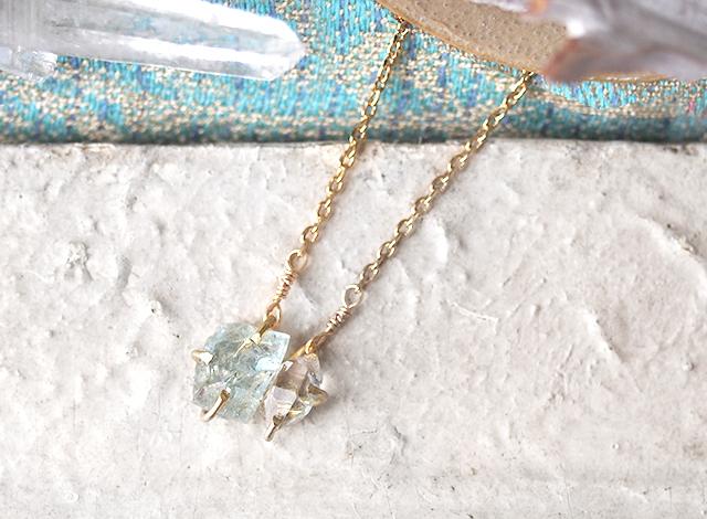 原石のアクアマリンとダイヤモンドクォーツのネックレス