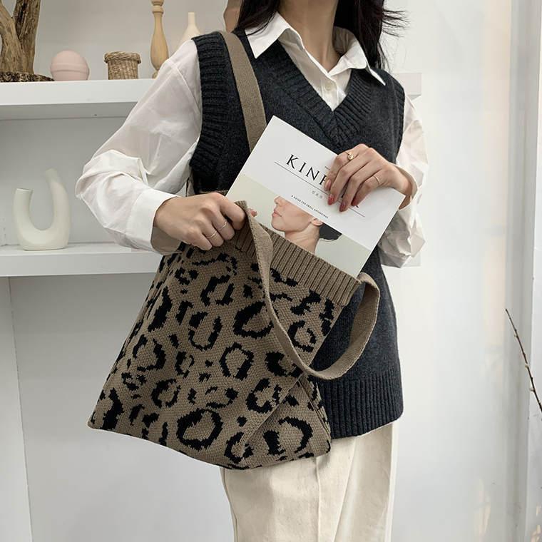 【送料無料】 コーデのアクセントに♡ レオパード ヒョウ柄 ニット トート ショルダーバッグ 手提げ 鞄