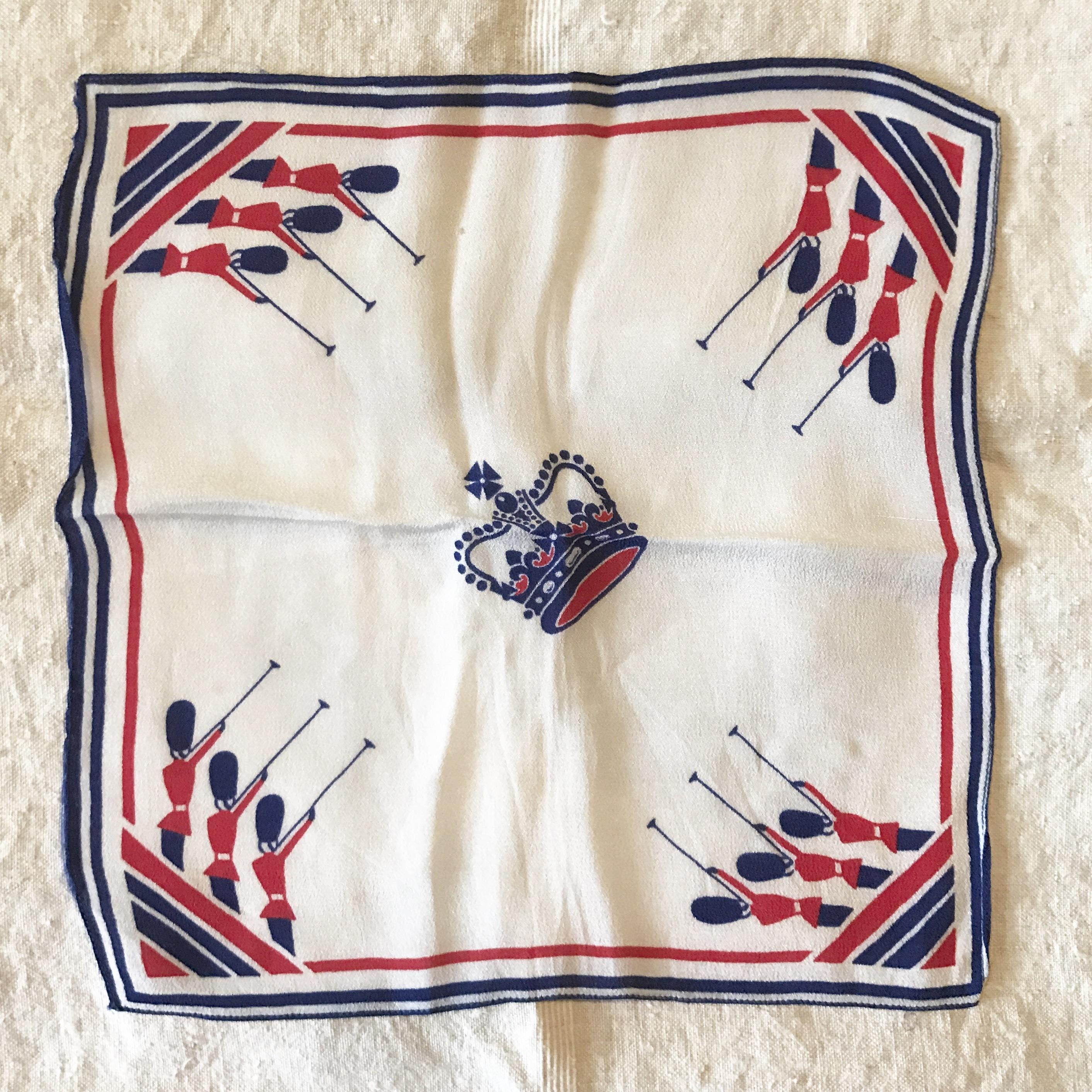 王冠柄のポケットチーフ