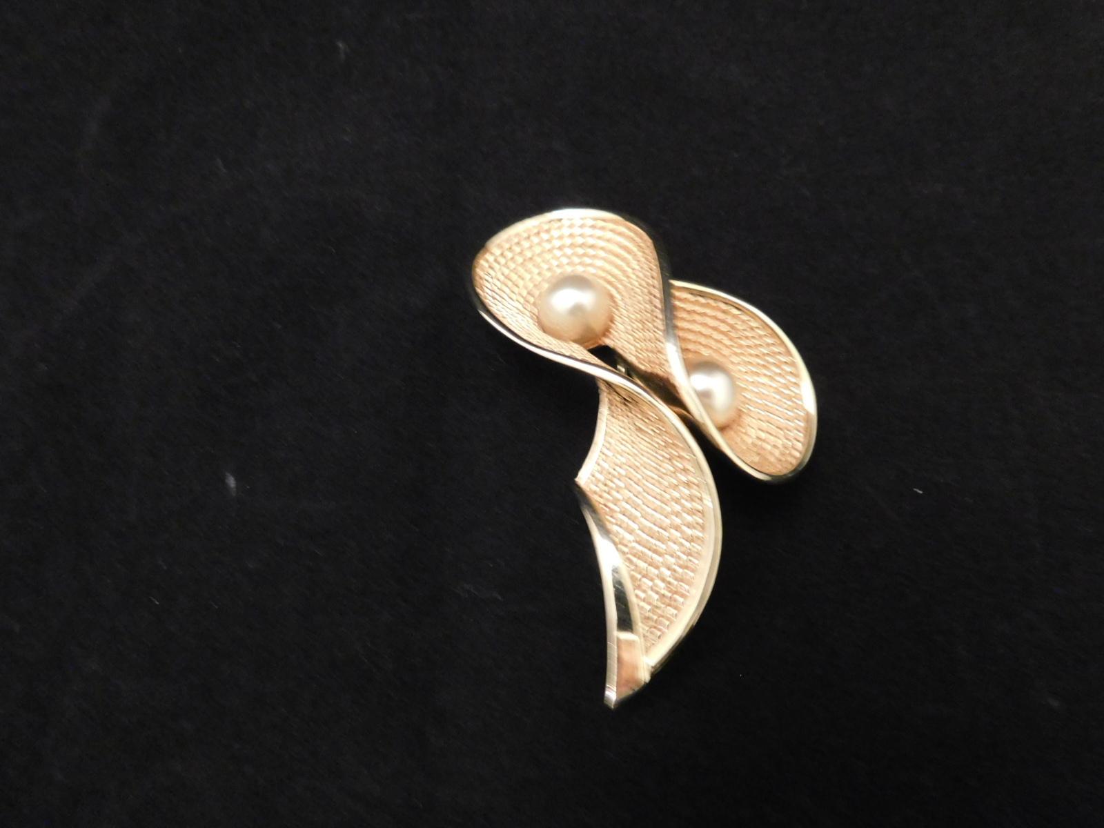 パール色のデザインブローチ(ビンテージ )vintage brooch