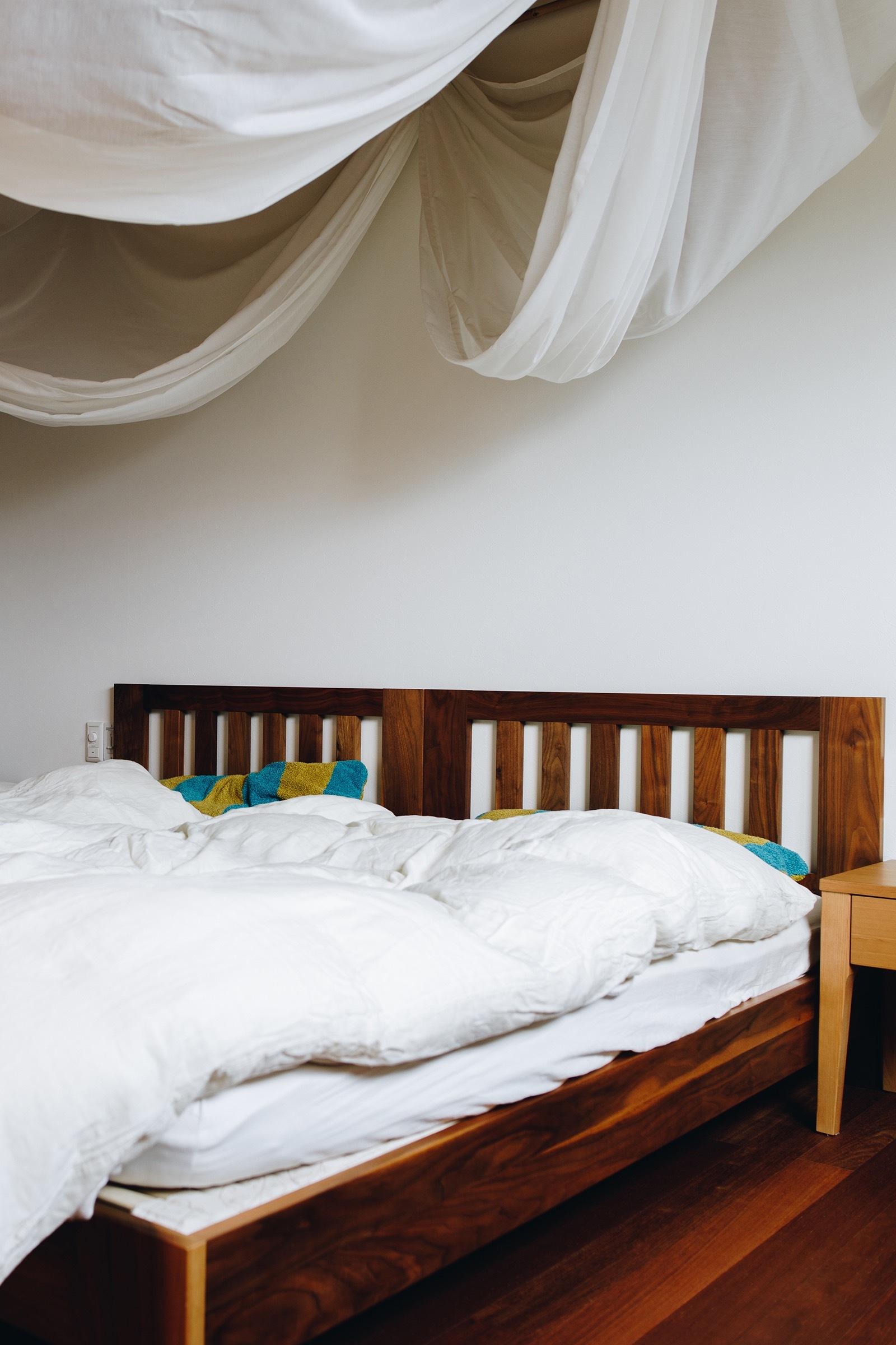 【Relax(リラックス)】 天然素材で作られた、調整できるベッドシステム(シングル/ヘッドボード付き/ウッドスプリング)