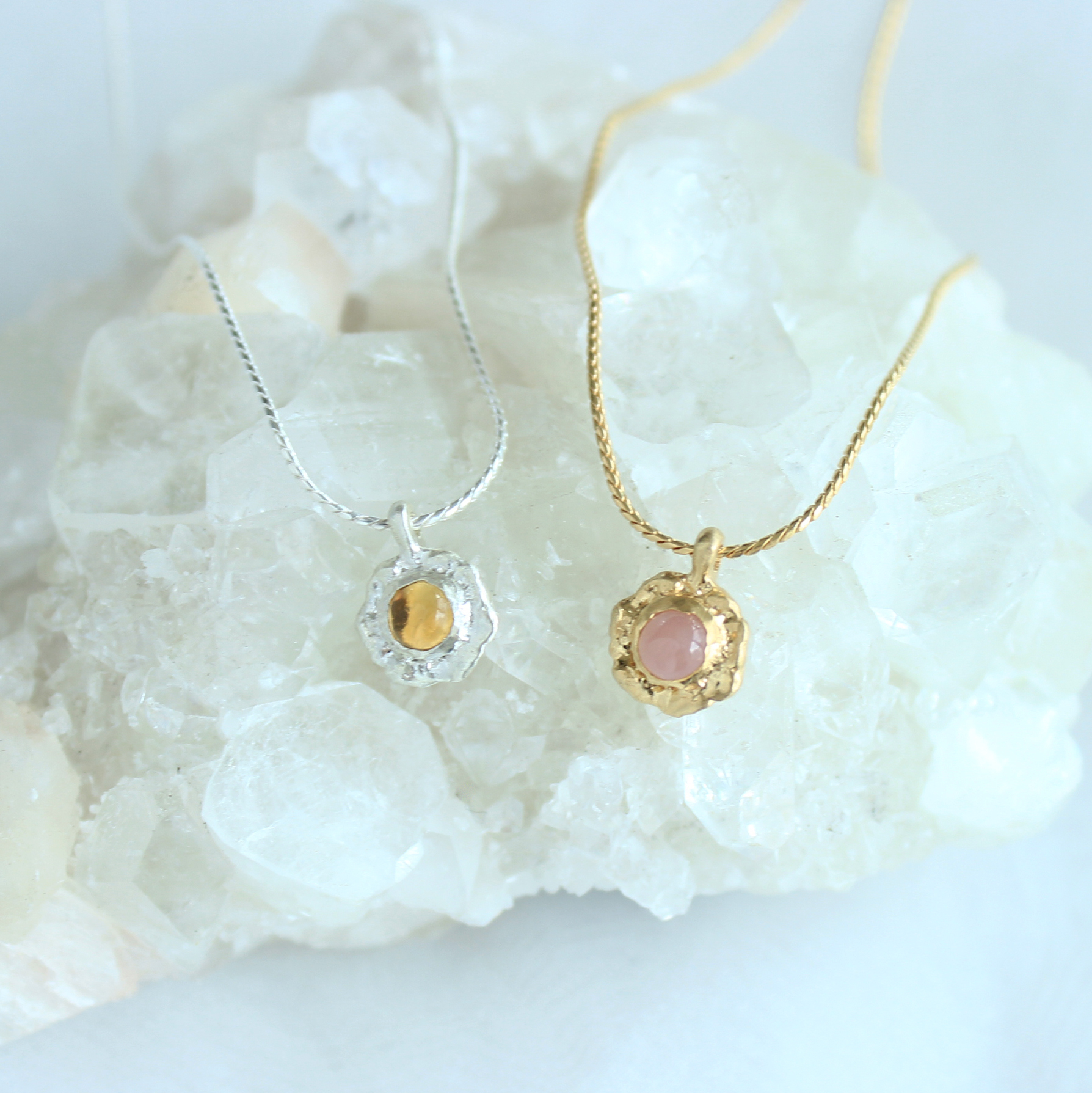 Necklace / Frill Gem ( Yellow or Pink )