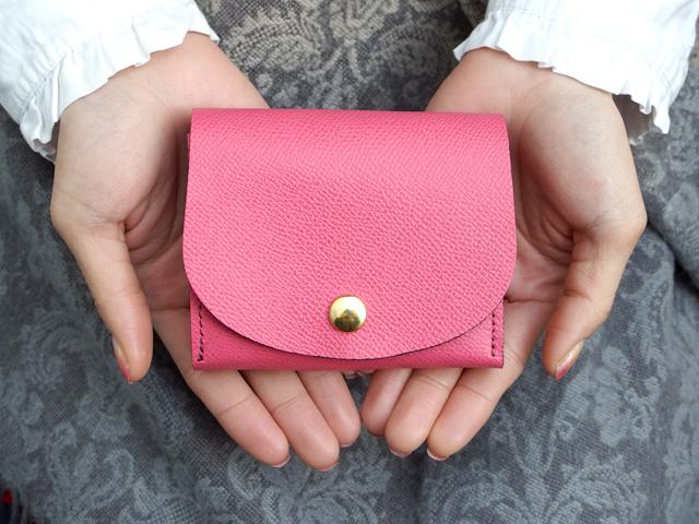 身軽にキメたい時のコンパクト財布|ぷっくり型・パーティーレザーピンク