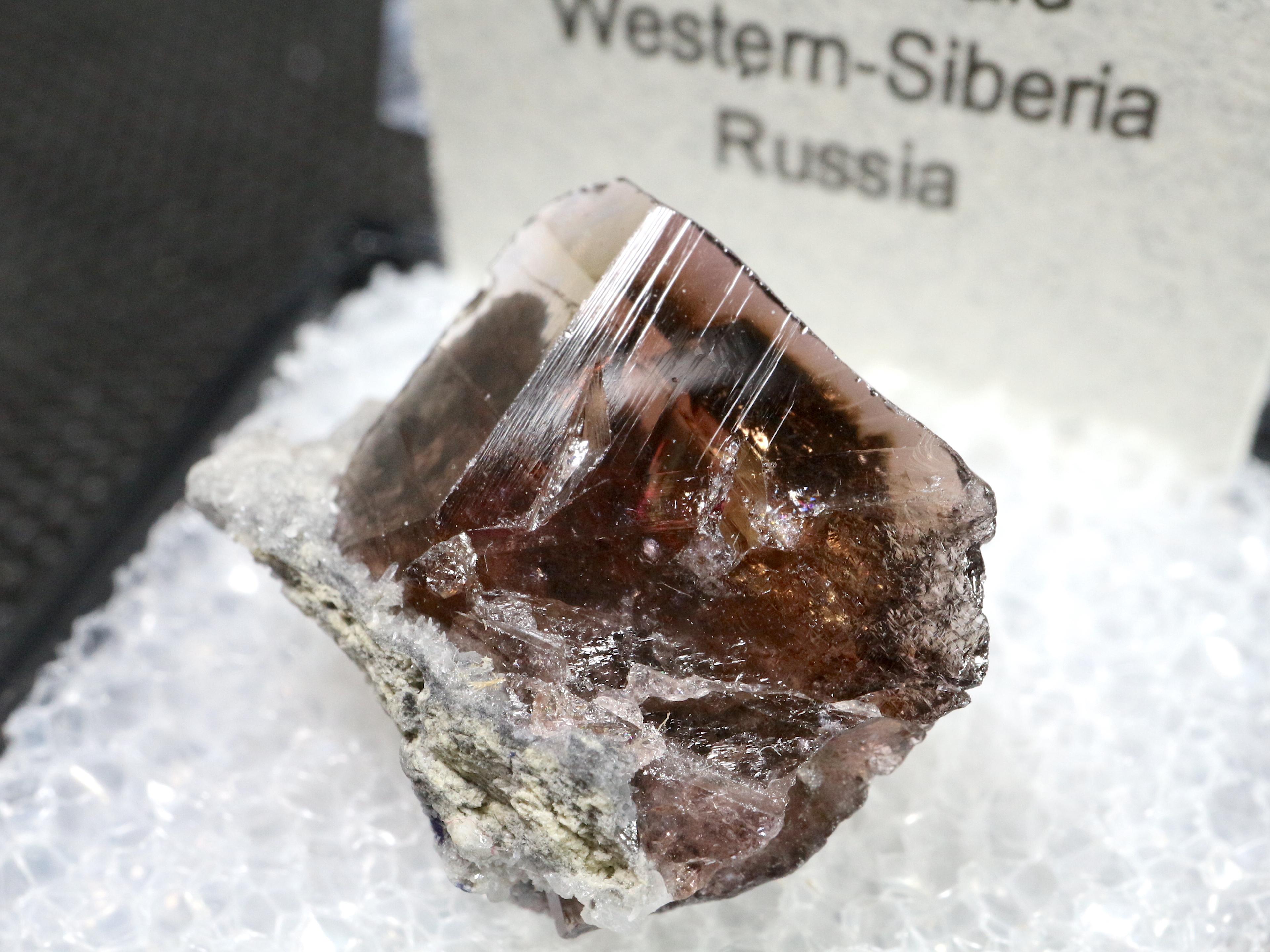 ロシア産 アキシナイト Axinite 斧石 Fer004  ケース入り 鉱物 原石 天然石 パワーストーン