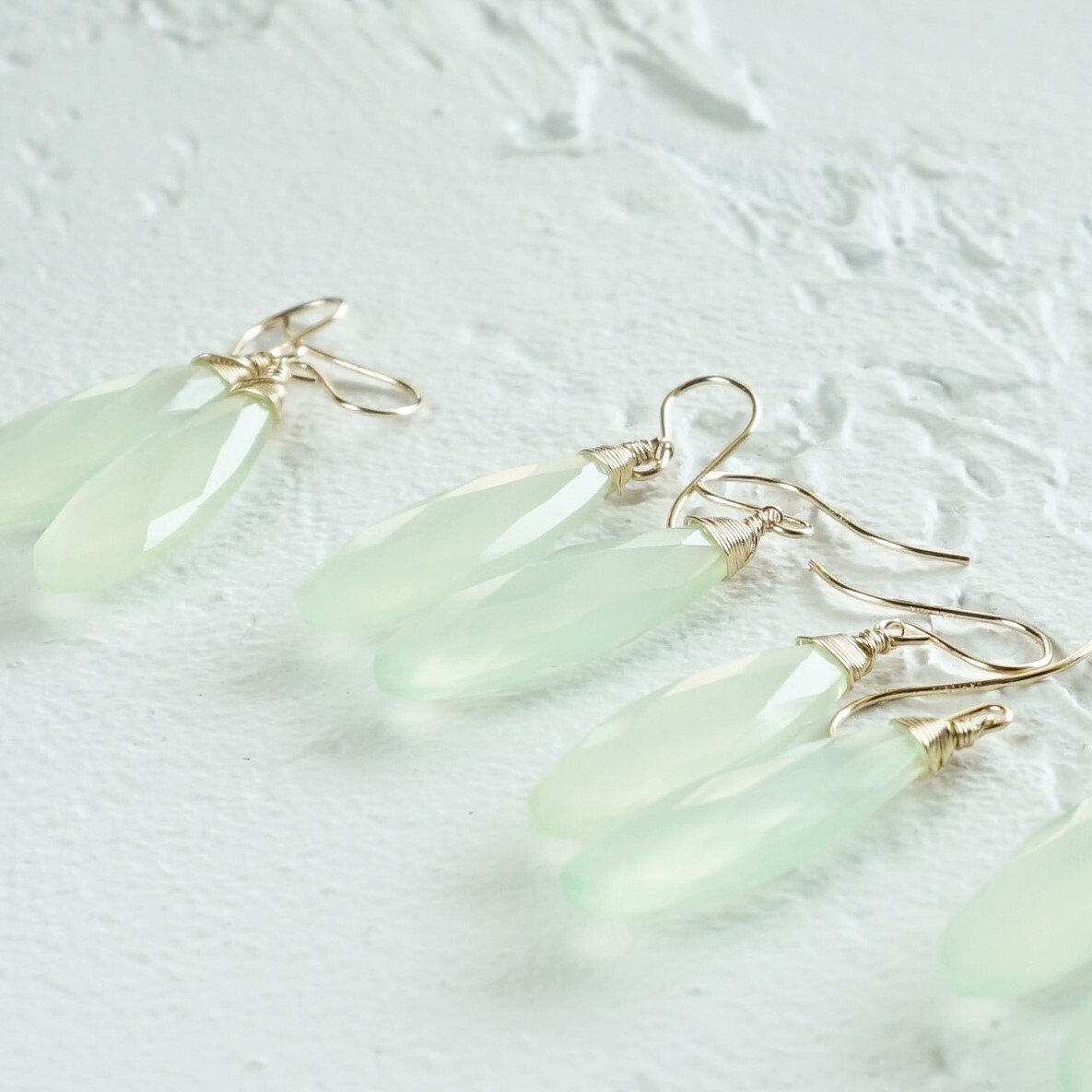 送料無料14kgf*Light Green Chalcedony pierced earrings