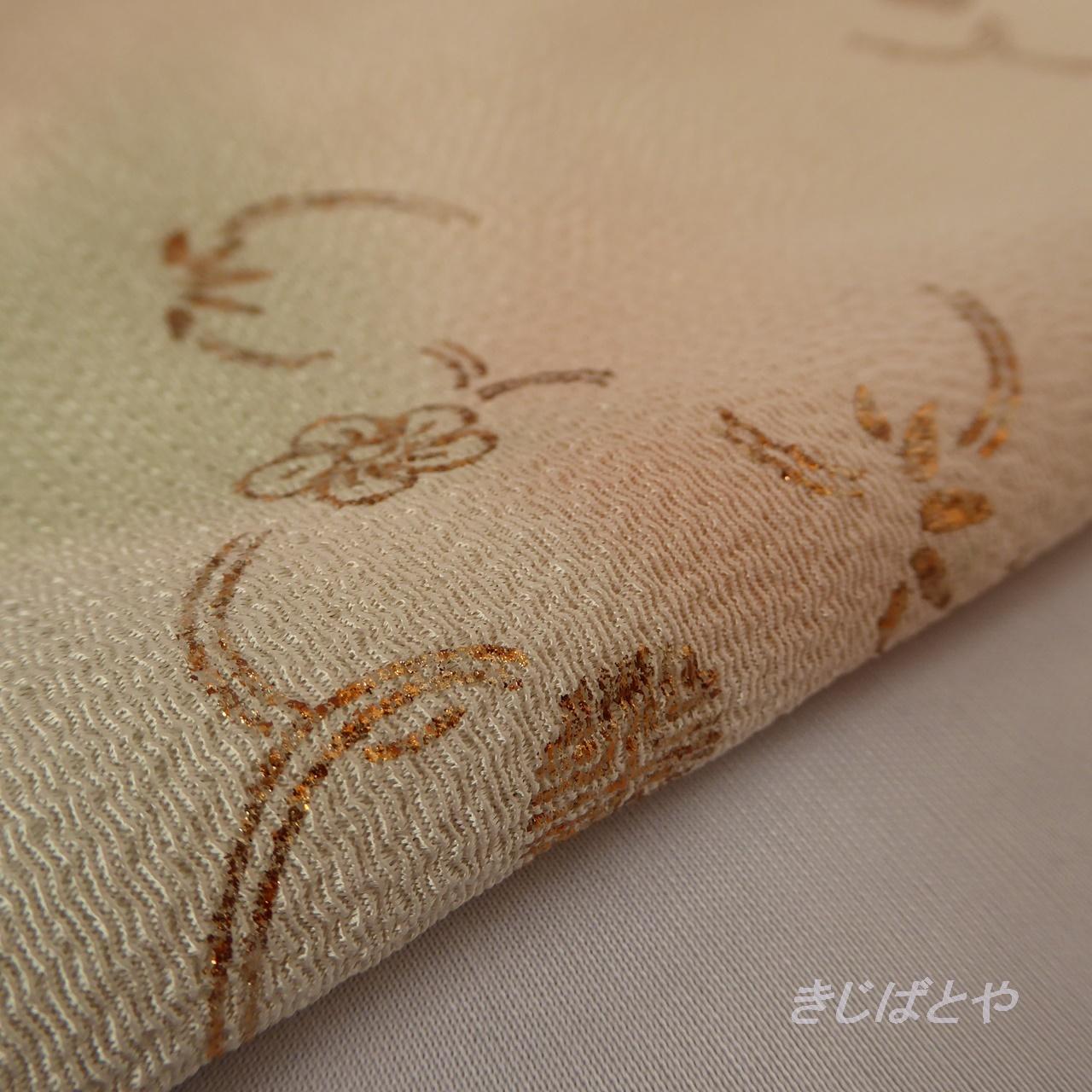正絹ちりめん 砥の粉色に金糸の帯揚げ