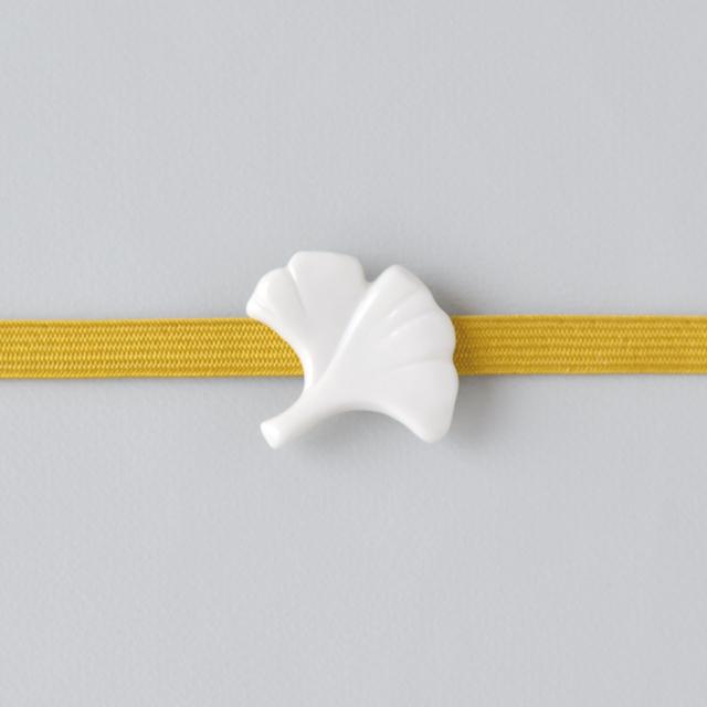 白磁の帯留 イチョウ