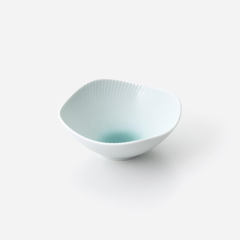 青磁たまり 線彫小鉢